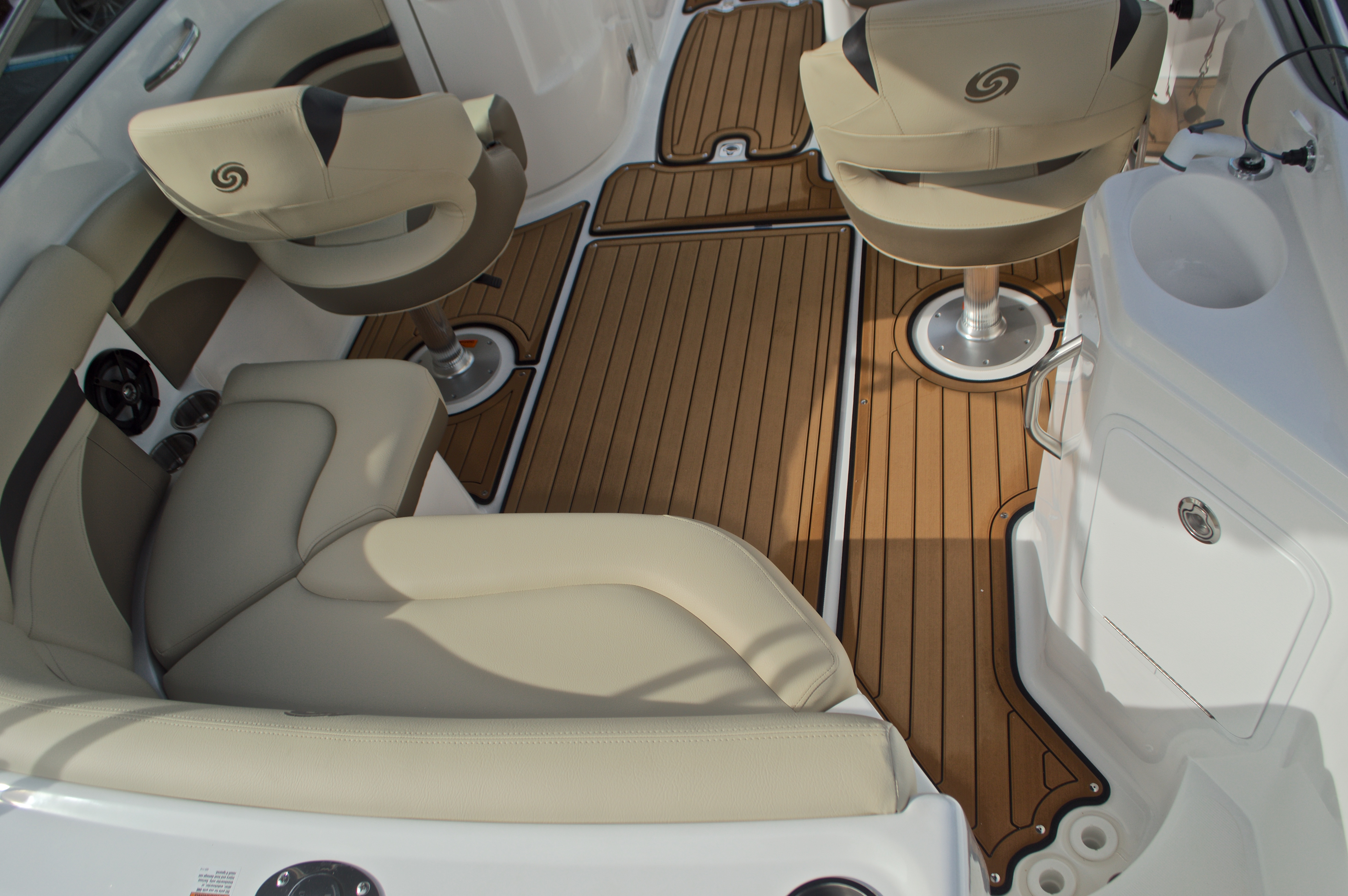 Thumbnail 17 for New 2017 Hurricane SunDeck SD 2200 DC OB boat for sale in West Palm Beach, FL