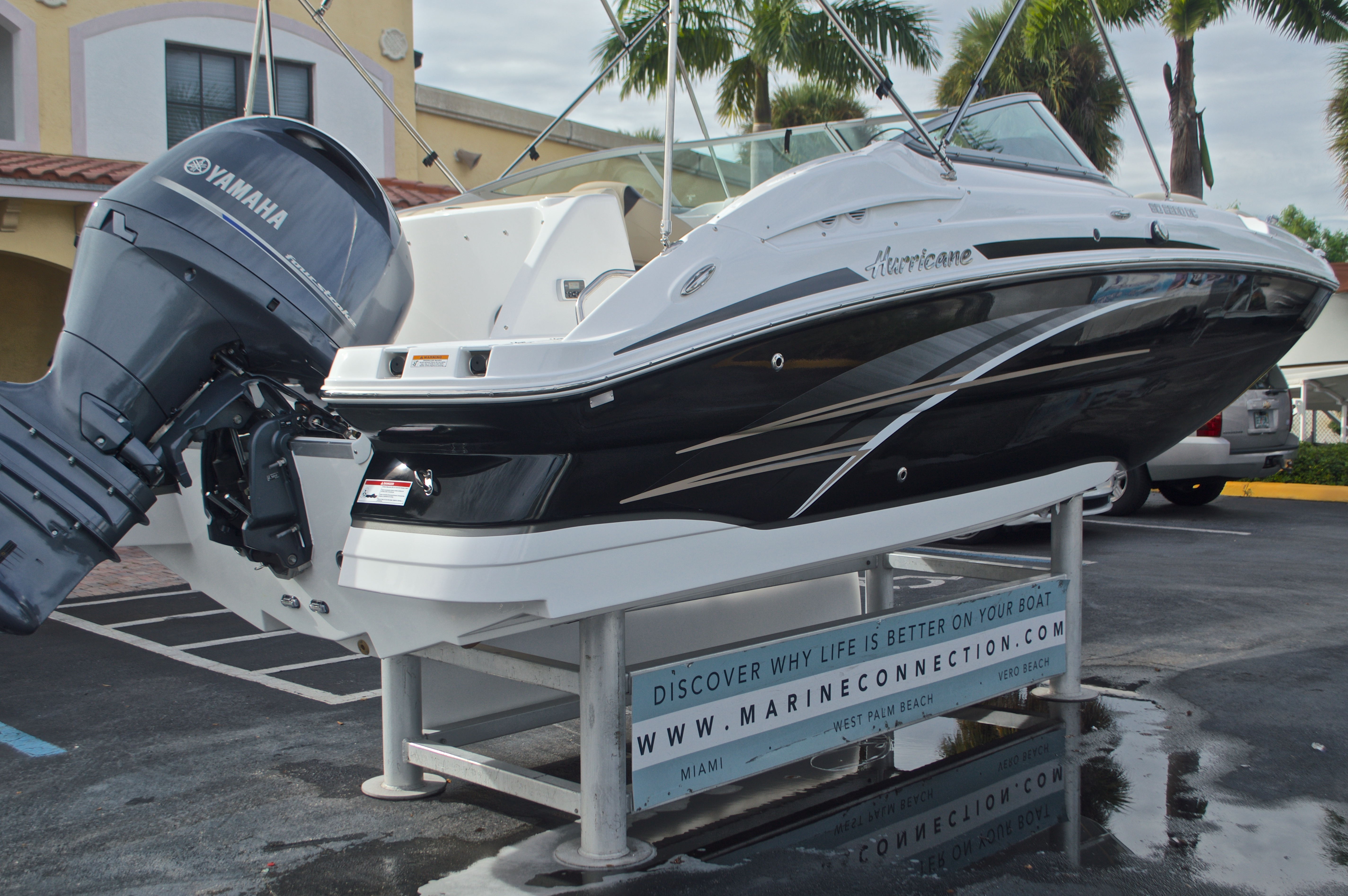 Thumbnail 9 for New 2017 Hurricane SunDeck SD 2200 DC OB boat for sale in West Palm Beach, FL