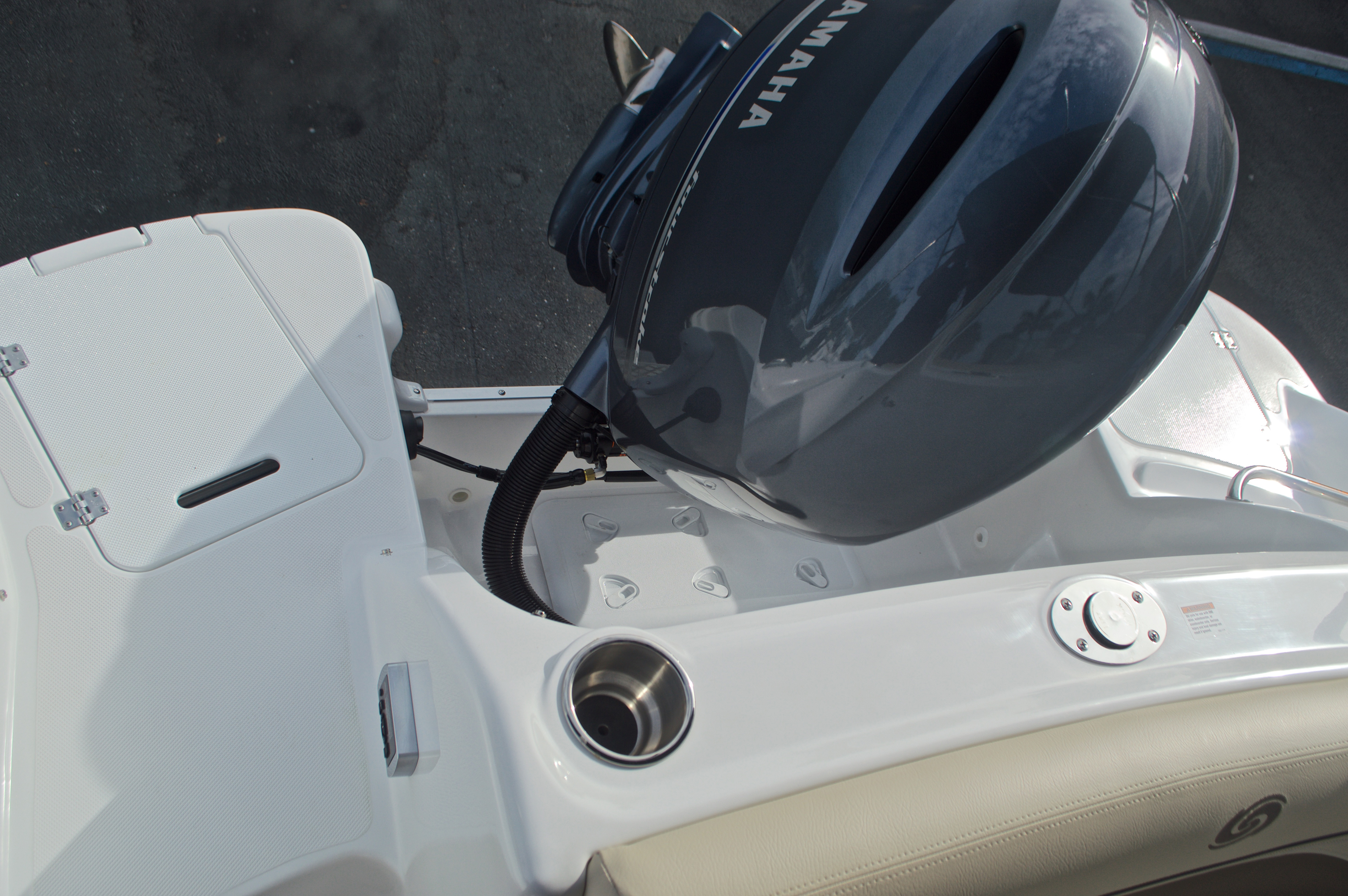 Thumbnail 15 for New 2017 Hurricane SunDeck SD 2200 DC OB boat for sale in West Palm Beach, FL