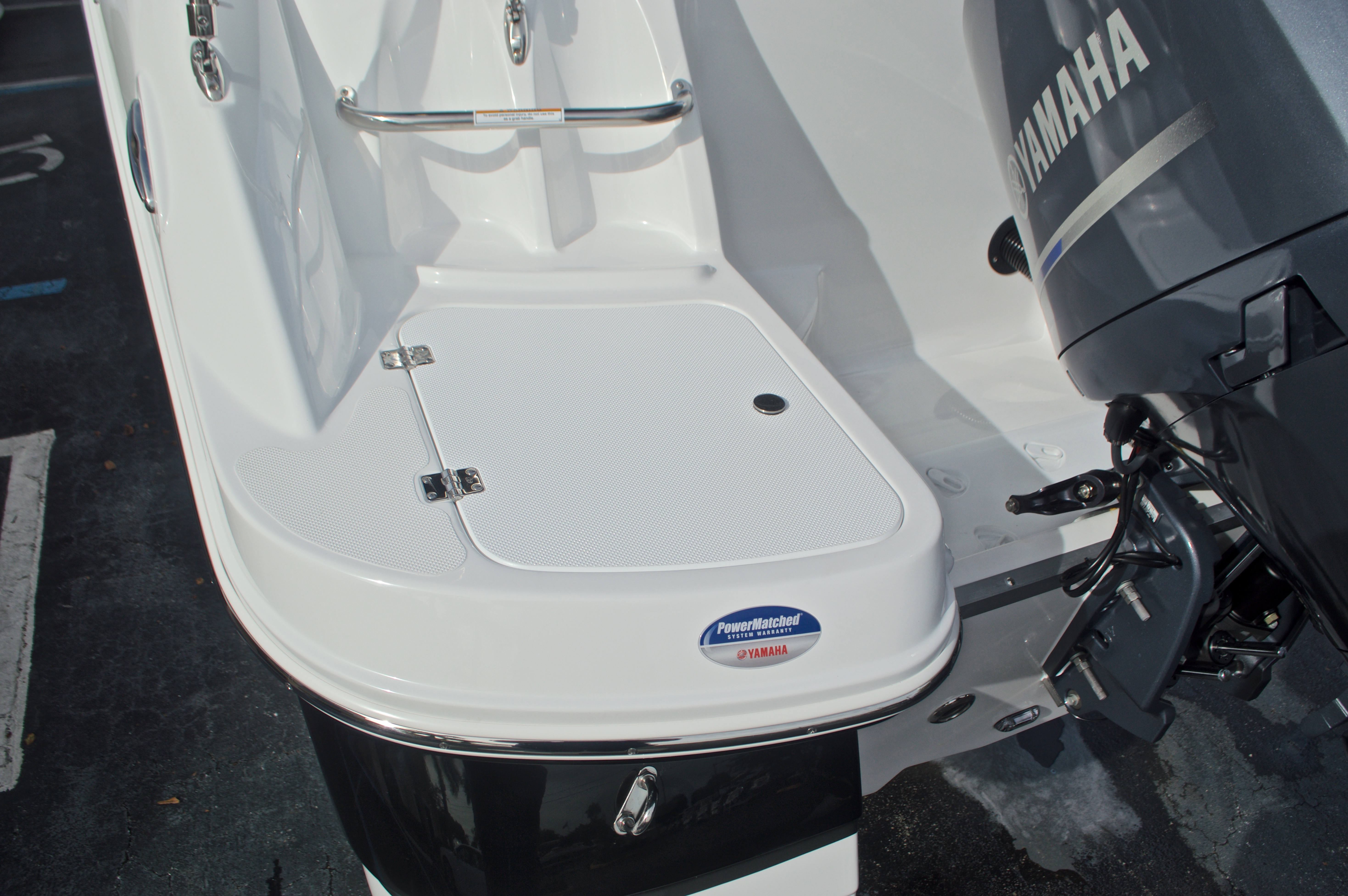 Thumbnail 10 for New 2017 Hurricane SunDeck SD 2200 DC OB boat for sale in West Palm Beach, FL