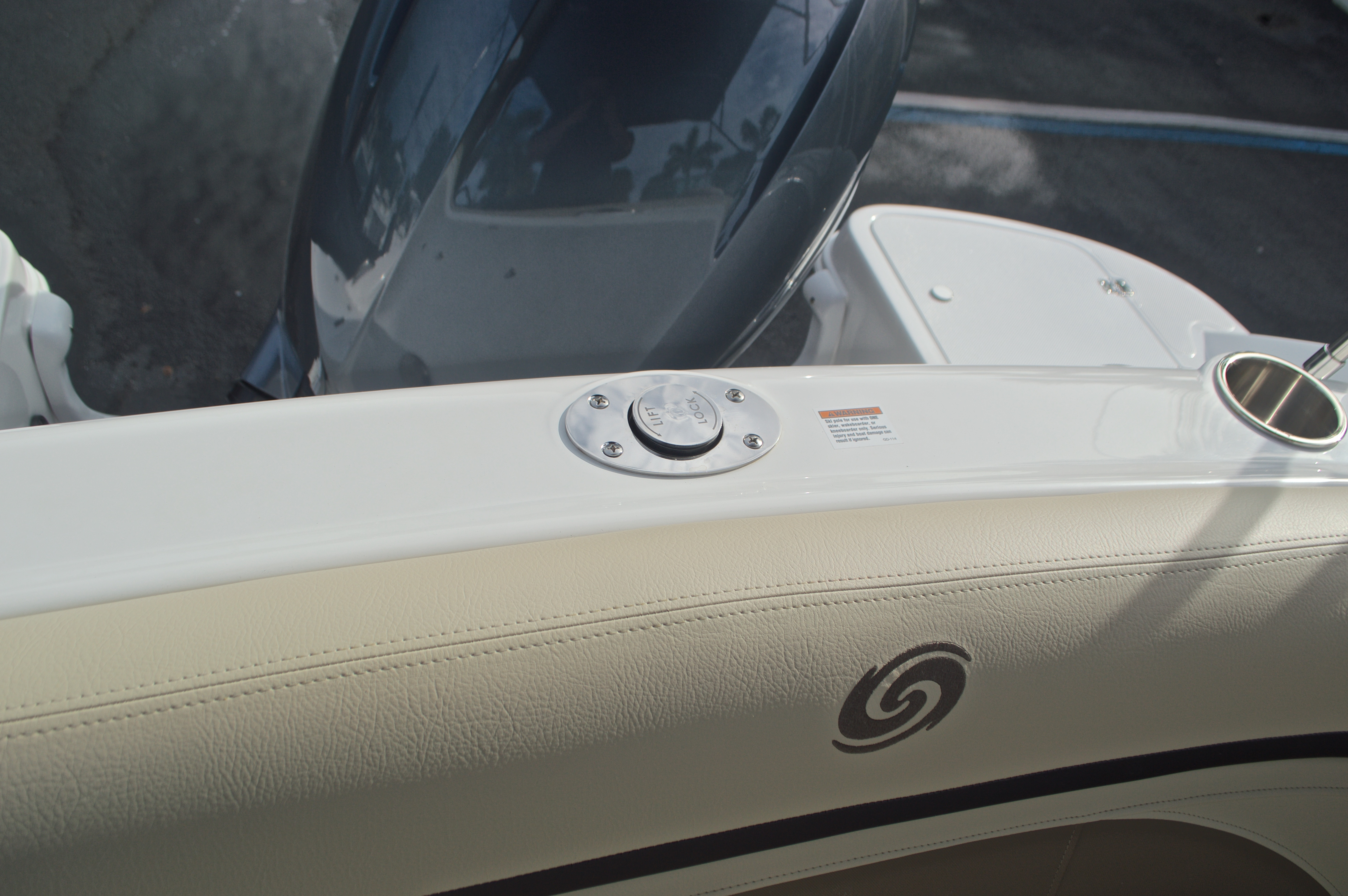 Thumbnail 23 for New 2017 Hurricane SunDeck SD 2200 DC OB boat for sale in West Palm Beach, FL
