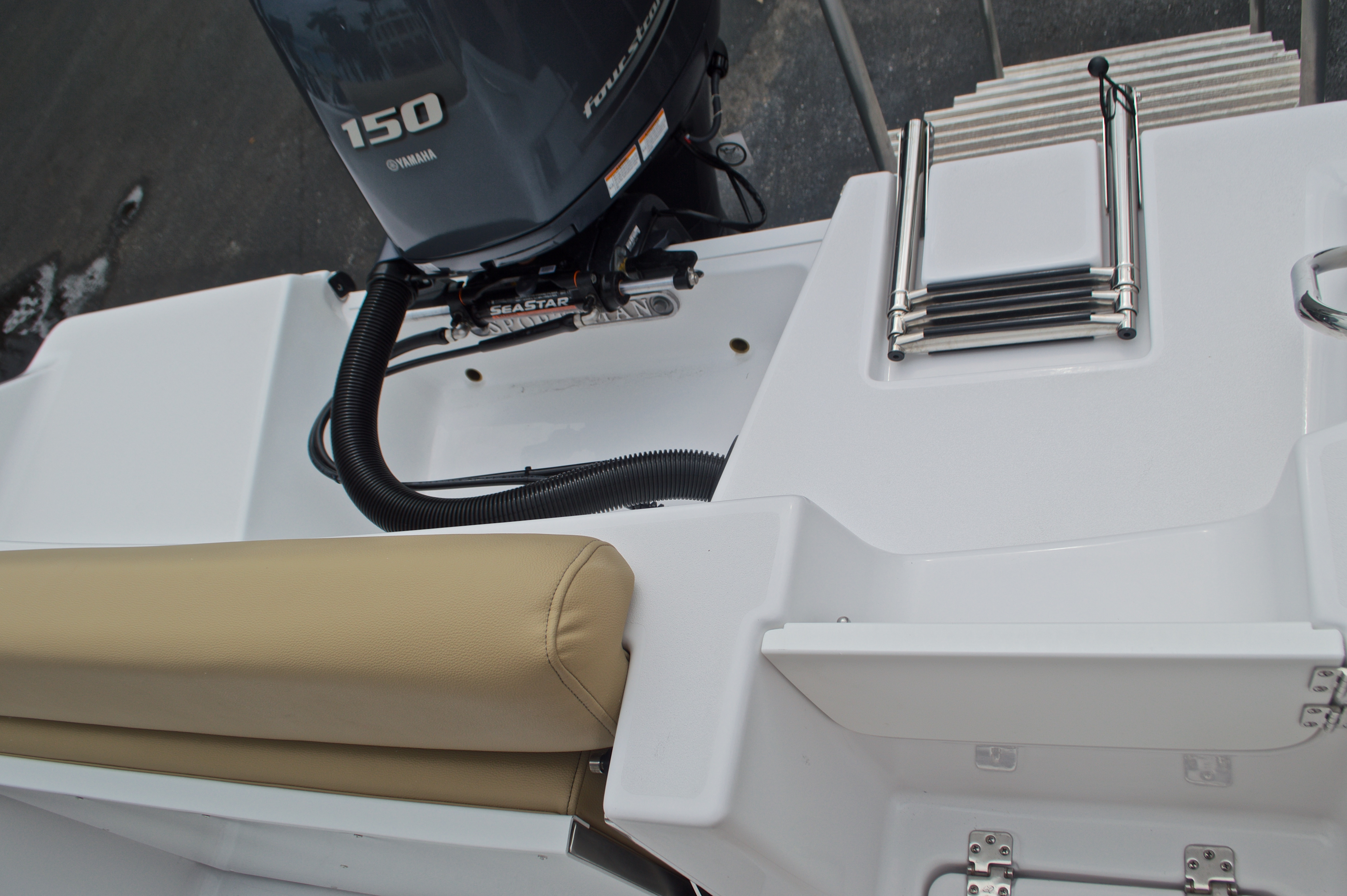 Thumbnail 18 for New 2017 Sportsman Open 212 Center Console boat for sale in Miami, FL