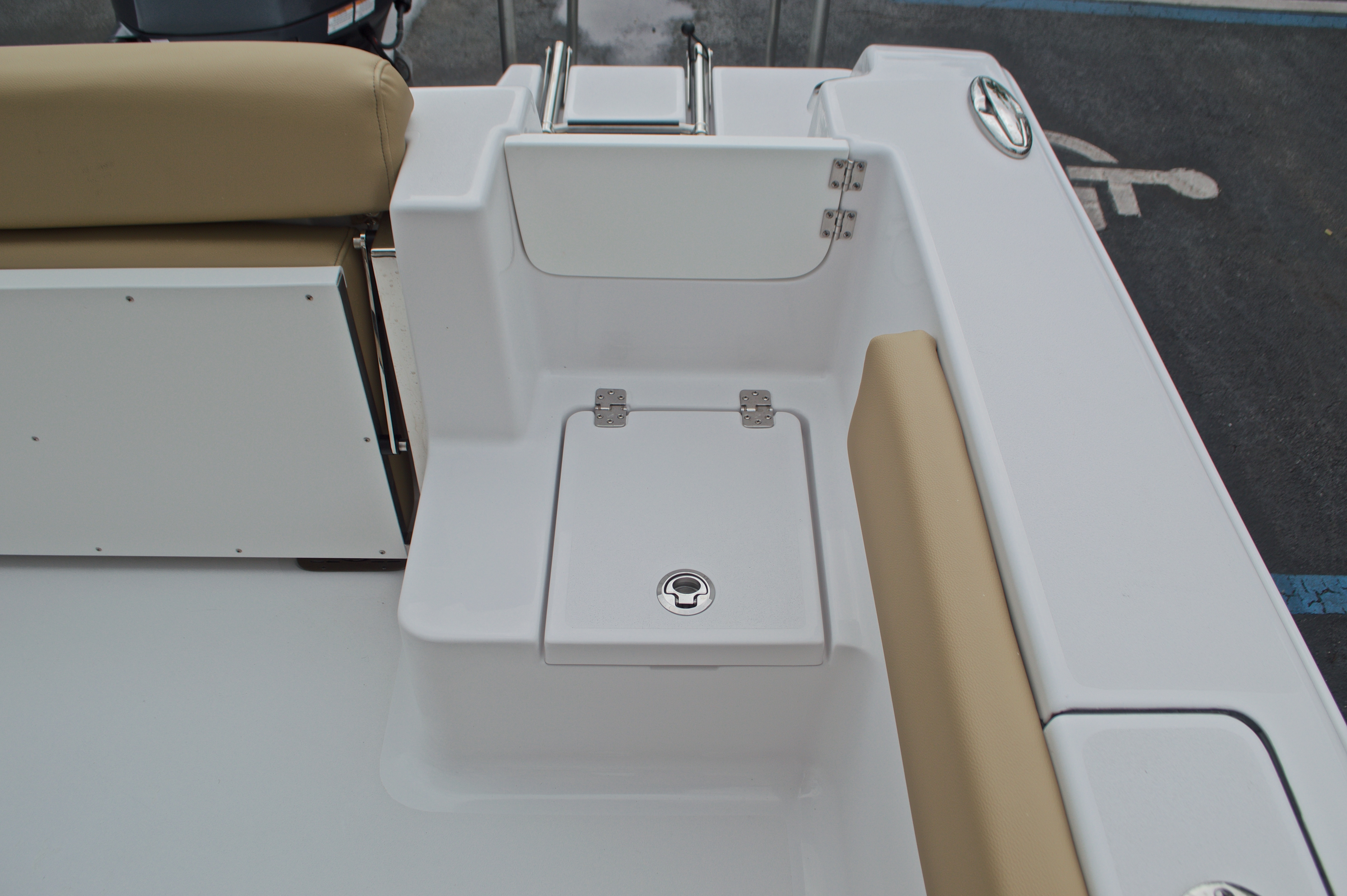 Thumbnail 19 for New 2017 Sportsman Open 212 Center Console boat for sale in Miami, FL