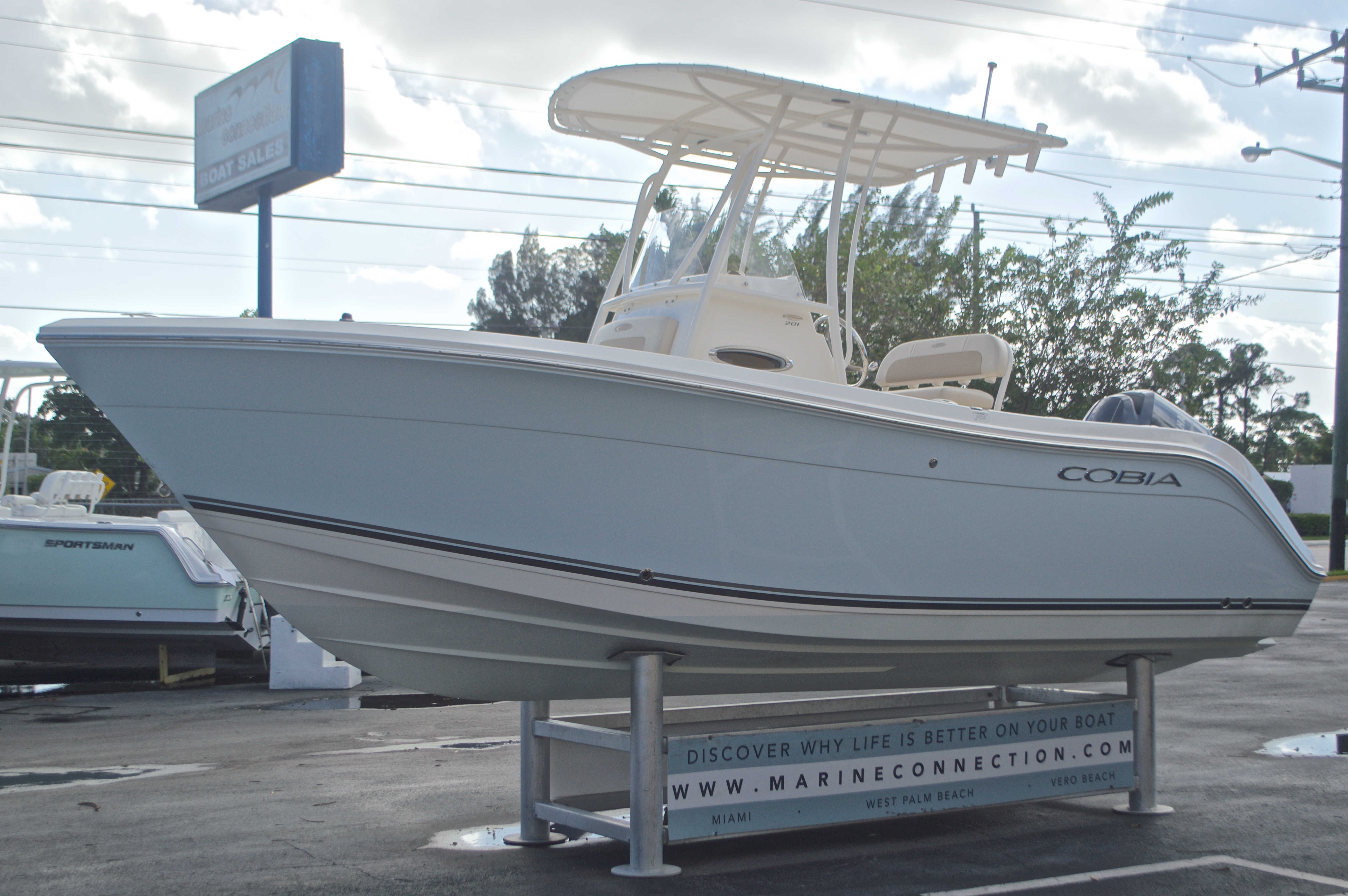 Thumbnail 3 for Used 2015 Cobia 201 Center Console boat for sale in West Palm Beach, FL