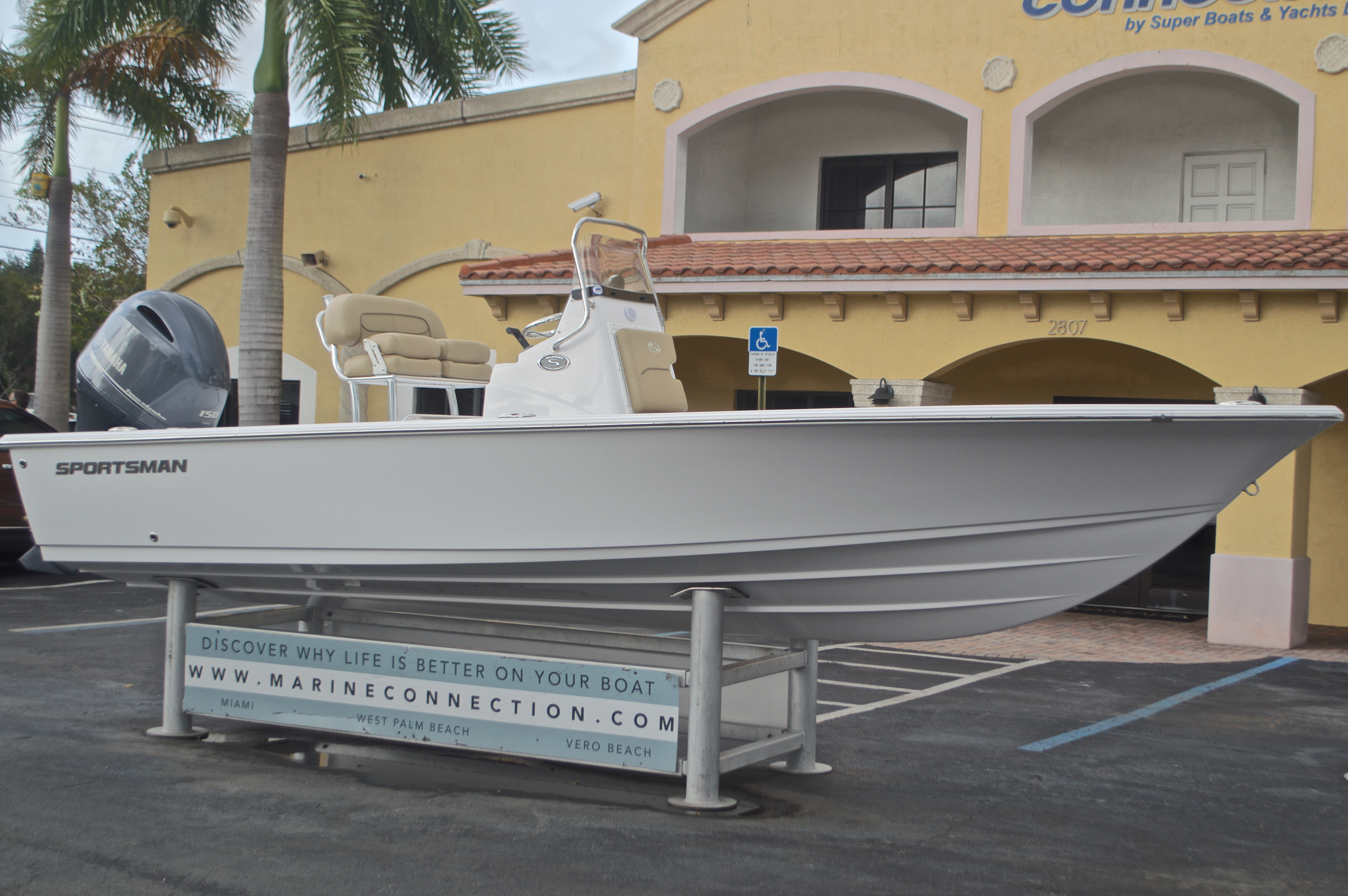 Thumbnail 1 for New 2017 Sportsman Masters 207 Bay Boat boat for sale in Vero Beach, FL