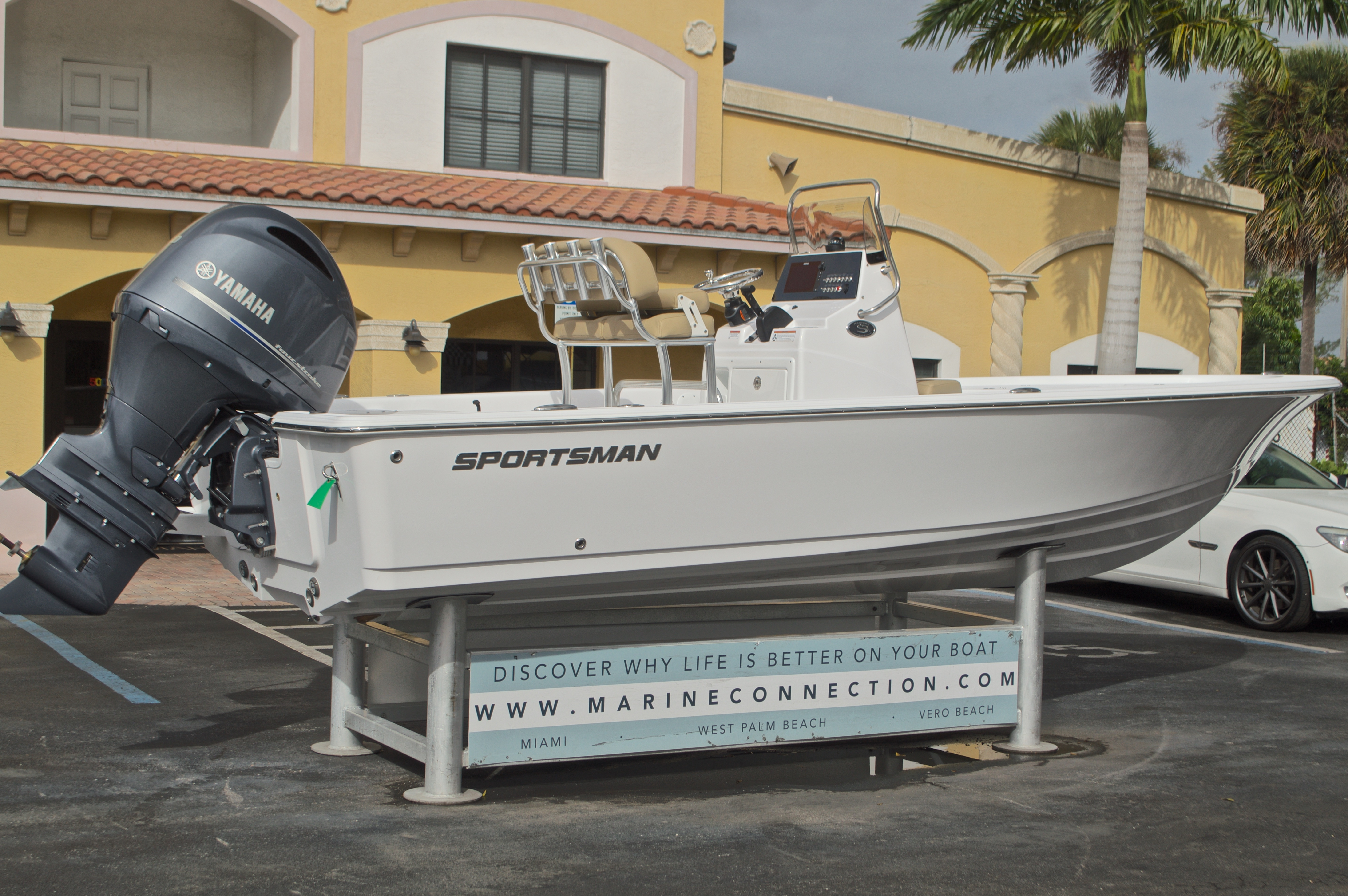 Thumbnail 8 for New 2017 Sportsman Masters 207 Bay Boat boat for sale in Vero Beach, FL