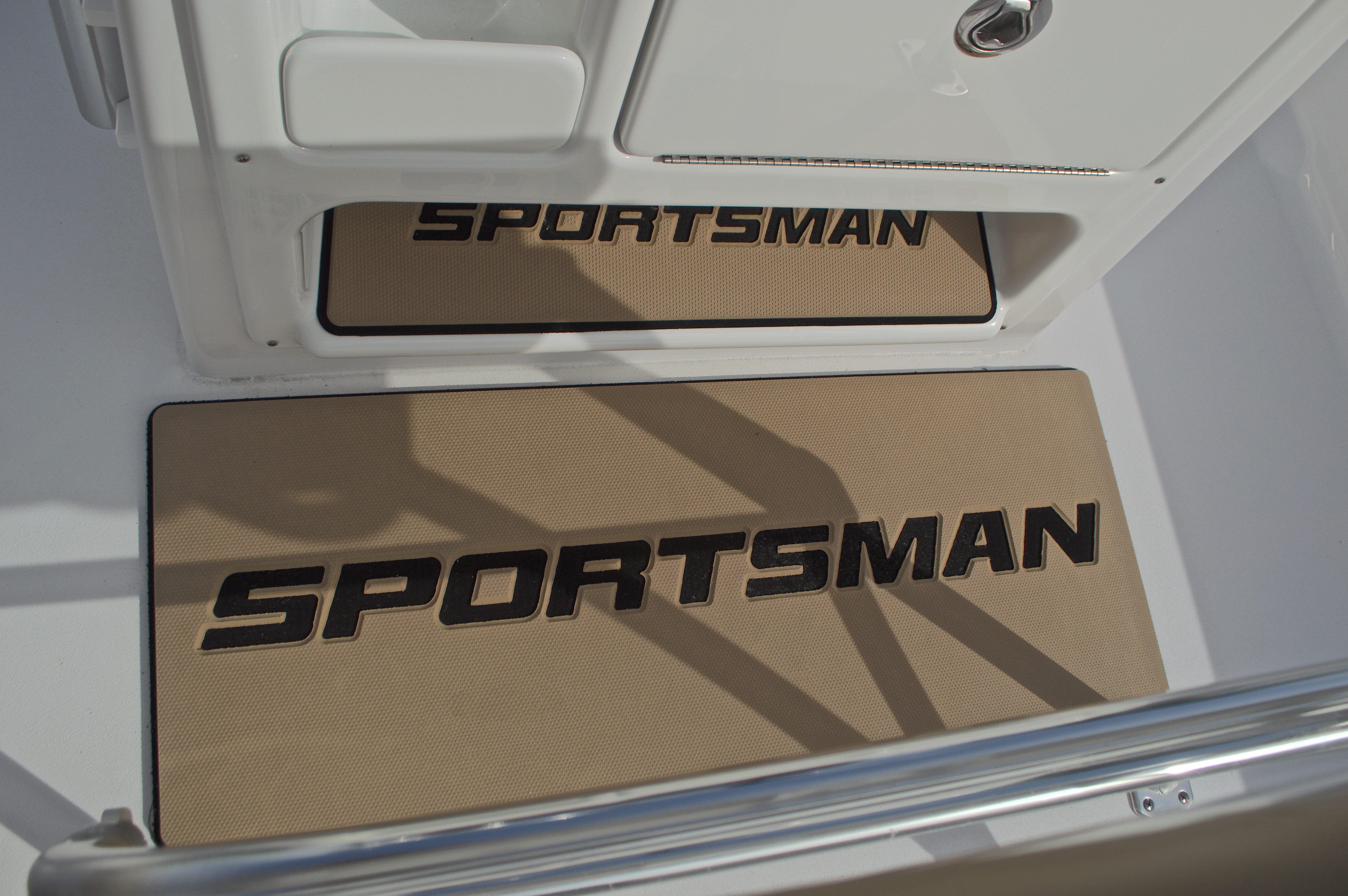 Thumbnail 32 for New 2017 Sportsman Masters 207 Bay Boat boat for sale in Vero Beach, FL
