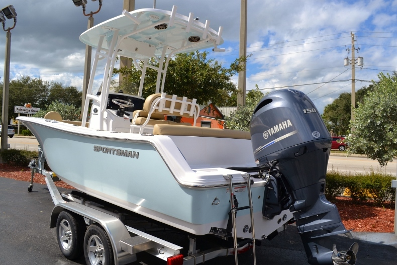 Thumbnail 3 for New 2017 Sportsman Heritage 211 Center Console boat for sale in Miami, FL