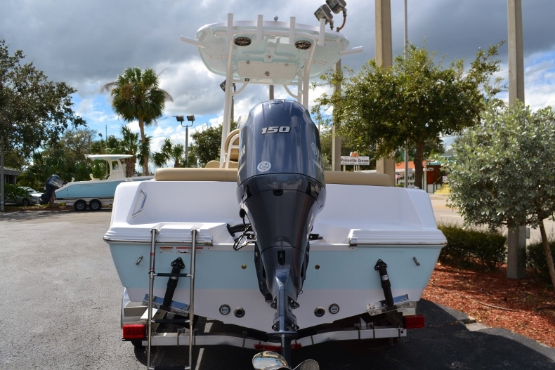 Thumbnail 4 for New 2017 Sportsman Heritage 211 Center Console boat for sale in Miami, FL