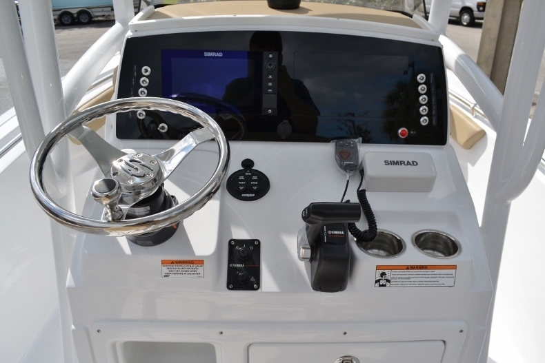 Thumbnail 9 for New 2017 Sportsman Heritage 211 Center Console boat for sale in Miami, FL