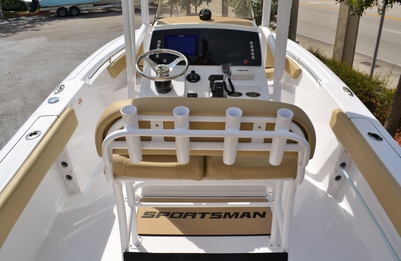 Thumbnail 8 for New 2017 Sportsman Heritage 211 Center Console boat for sale in Miami, FL