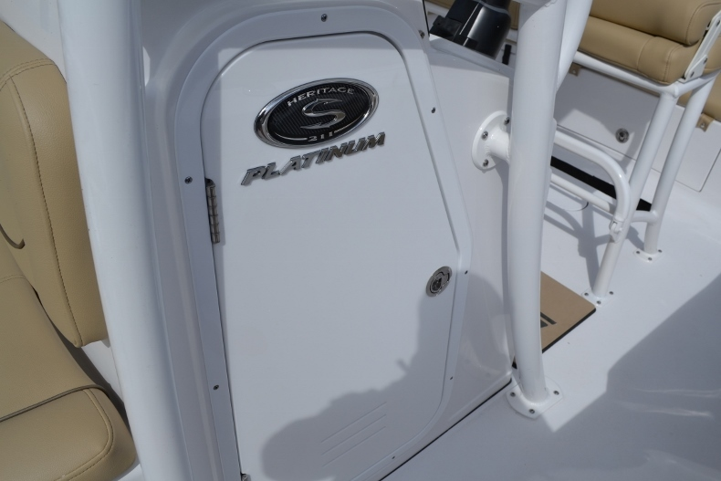 Thumbnail 13 for New 2017 Sportsman Heritage 211 Center Console boat for sale in Miami, FL