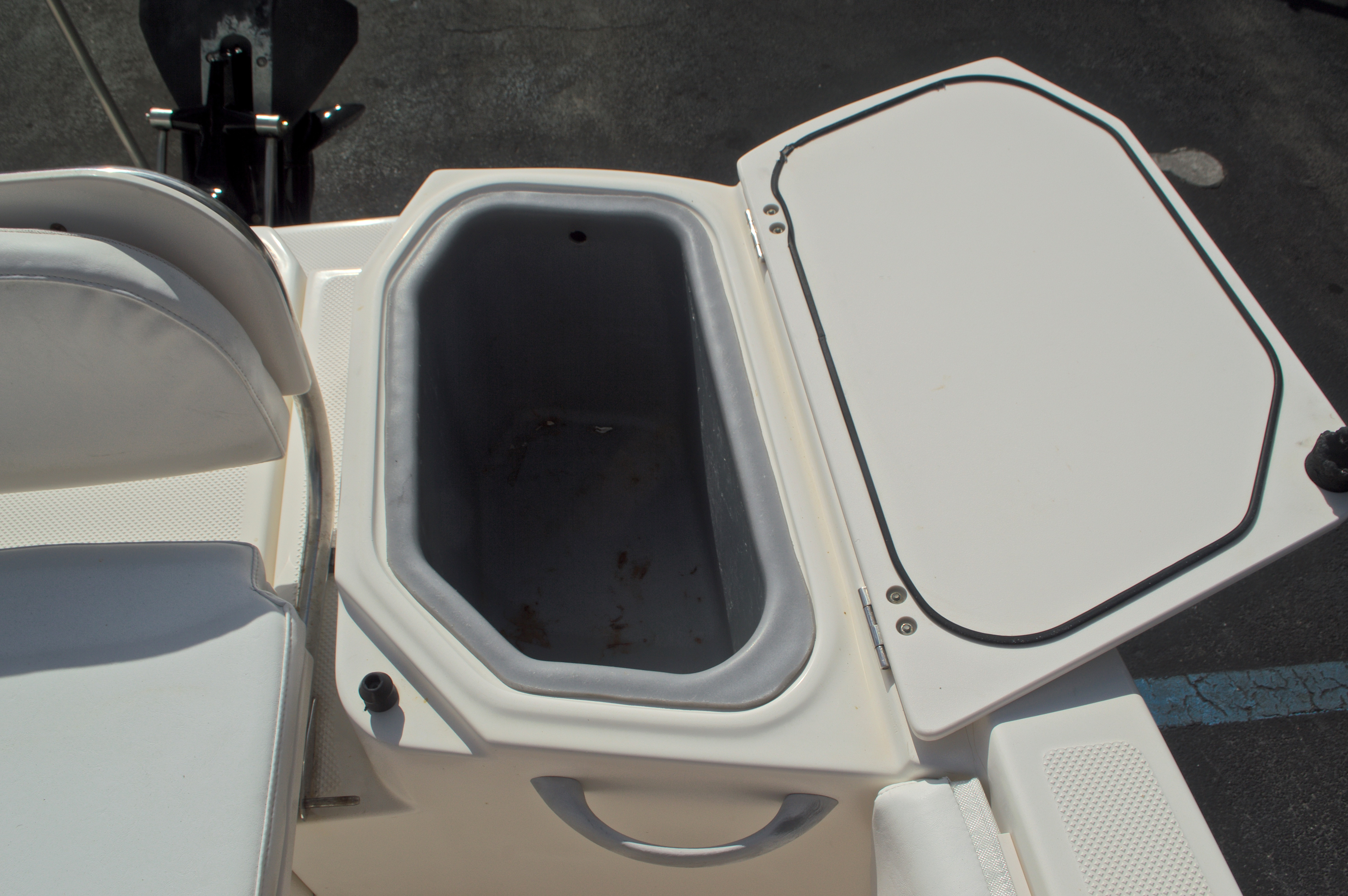 Thumbnail 17 for Used 2005 Trophy 1952 WAC Walk Around boat for sale in West Palm Beach, FL