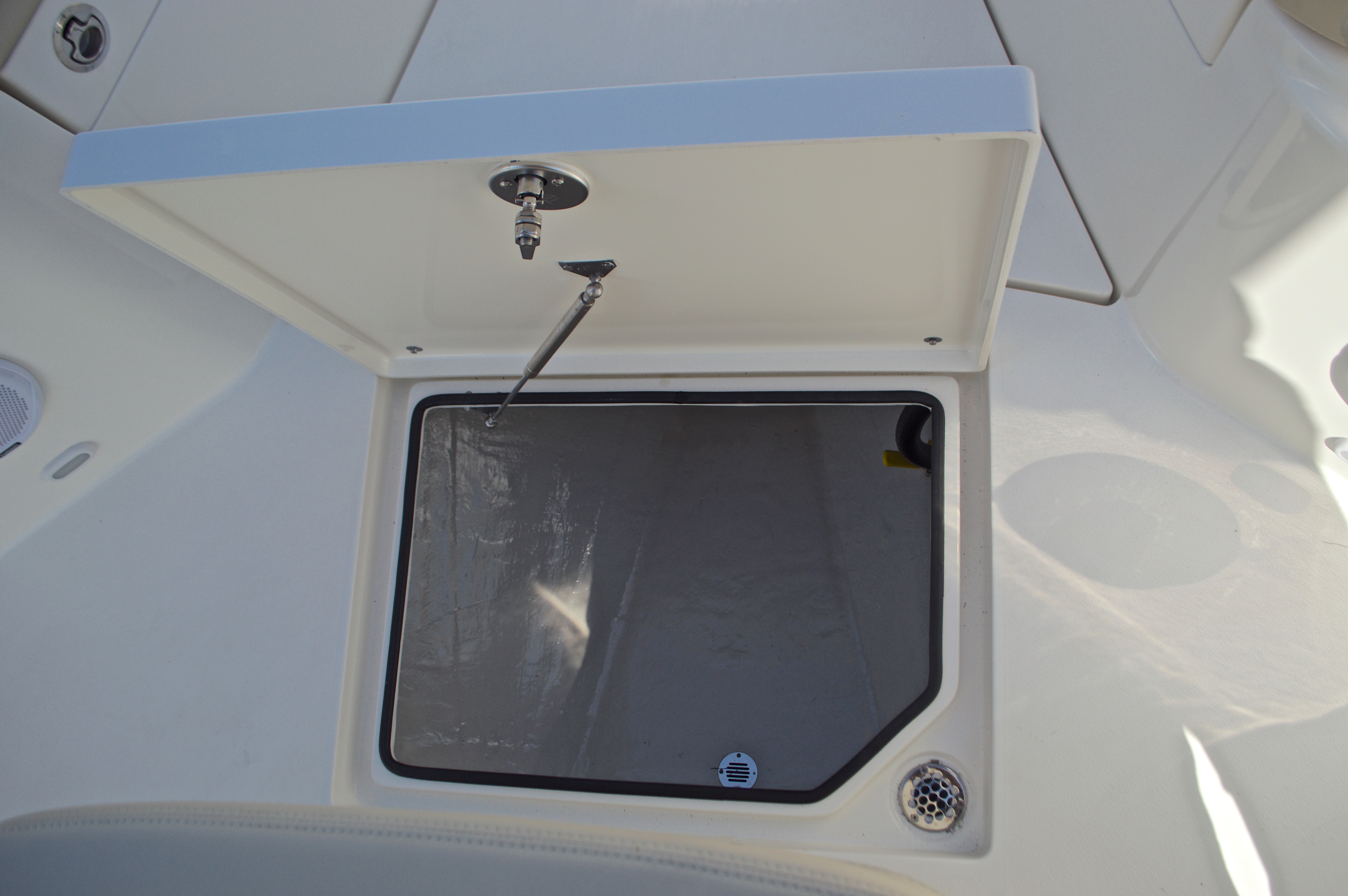 Thumbnail 49 for New 2017 Cobia 277 Center Console boat for sale in West Palm Beach, FL