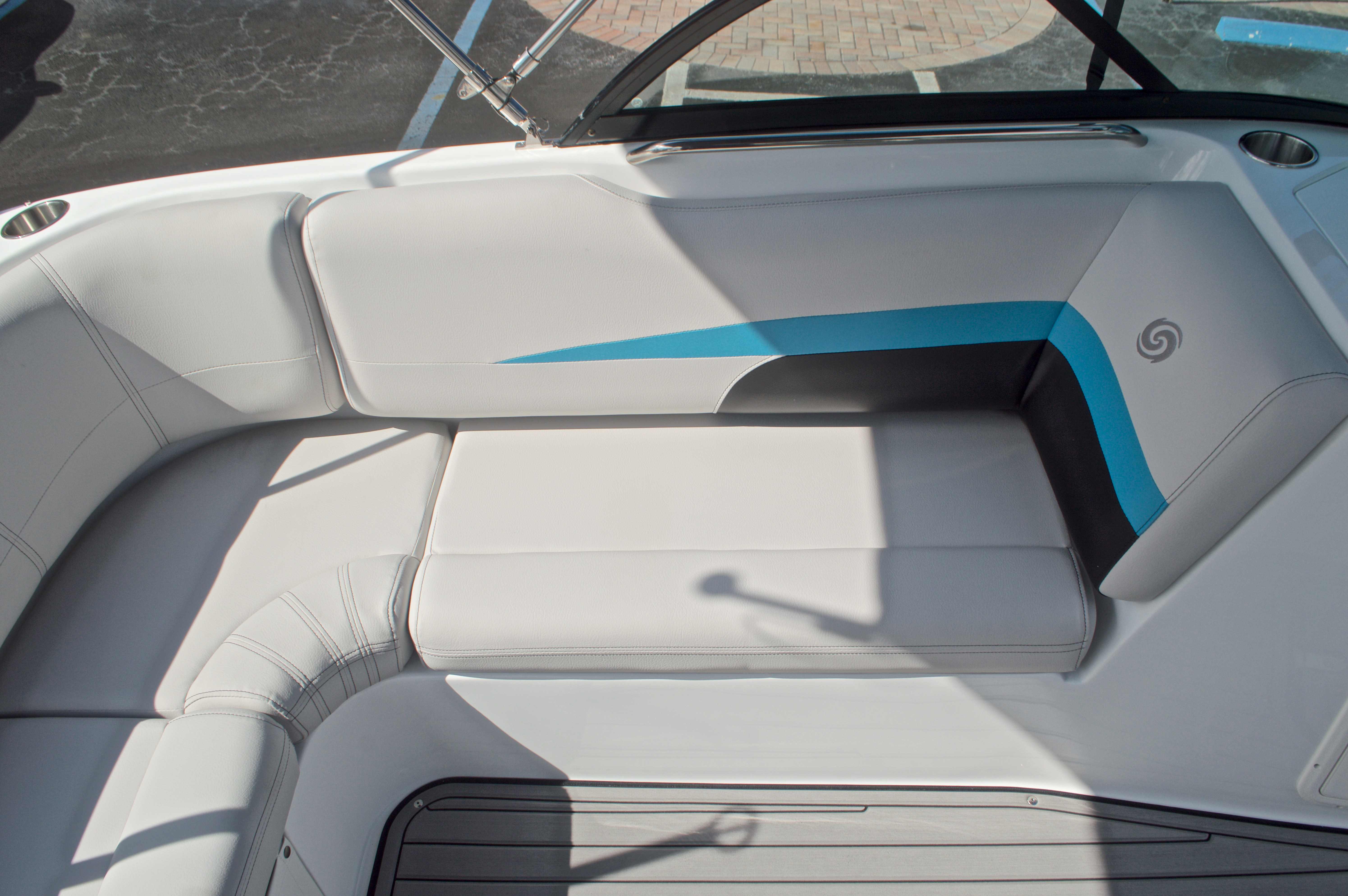 Thumbnail 18 for New 2017 Hurricane SunDeck SD 187 OB boat for sale in West Palm Beach, FL