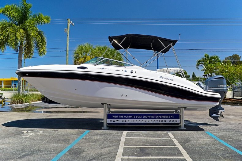 Used 2014 Hurricane SunDeck SD 2690 OB boat for sale in West Palm Beach, FL