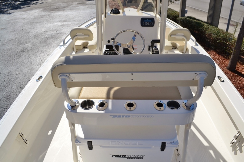 Thumbnail 8 for New 2017 Pathfinder 2200 TRS Bay Boat boat for sale in Vero Beach, FL