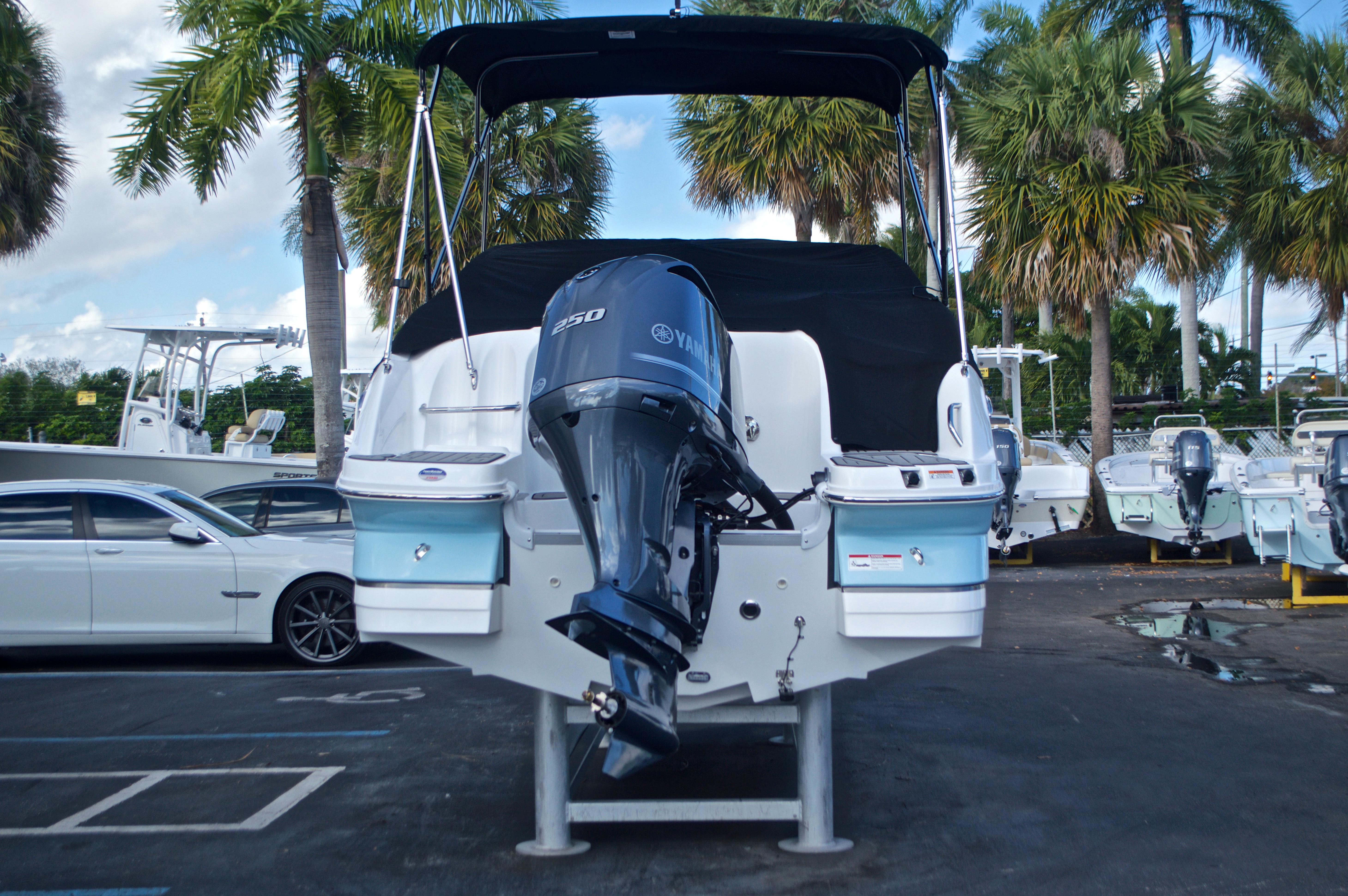 Thumbnail 13 for New 2017 Hurricane SunDeck SD 2400 OB boat for sale in Miami, FL
