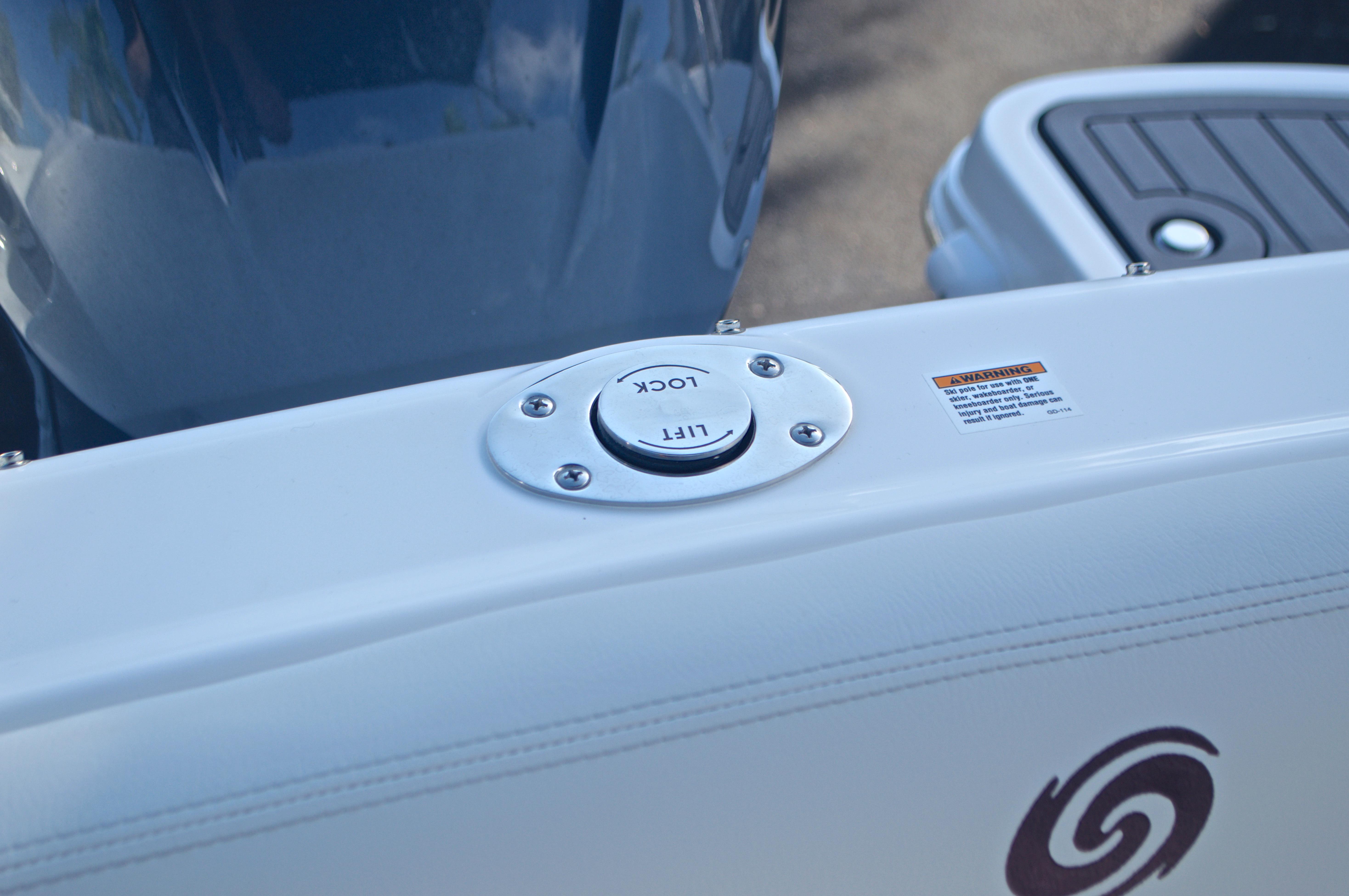 Thumbnail 21 for New 2017 Hurricane SunDeck SD 2400 OB boat for sale in Miami, FL