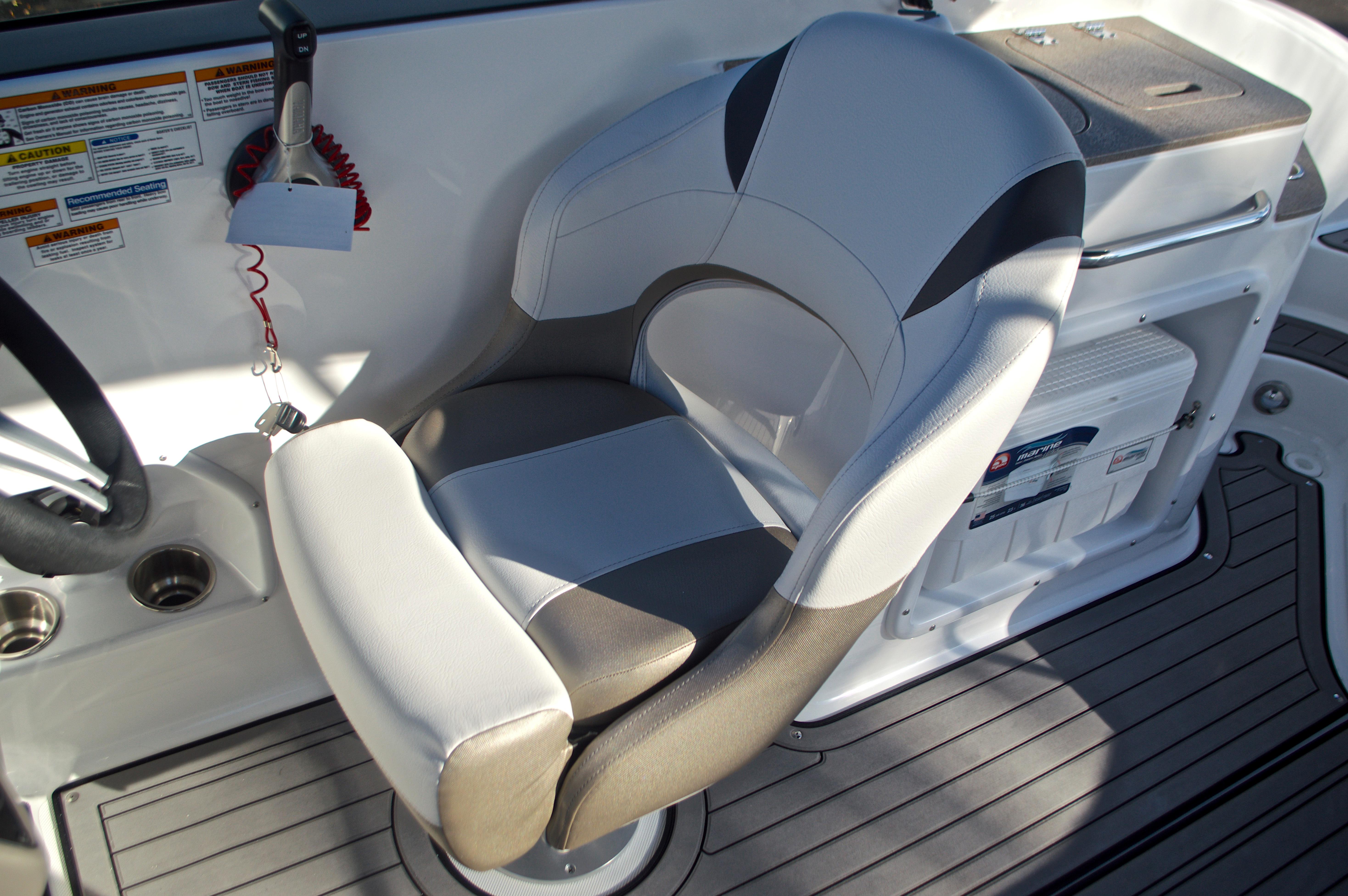 Thumbnail 37 for New 2017 Hurricane SunDeck SD 2400 OB boat for sale in Miami, FL