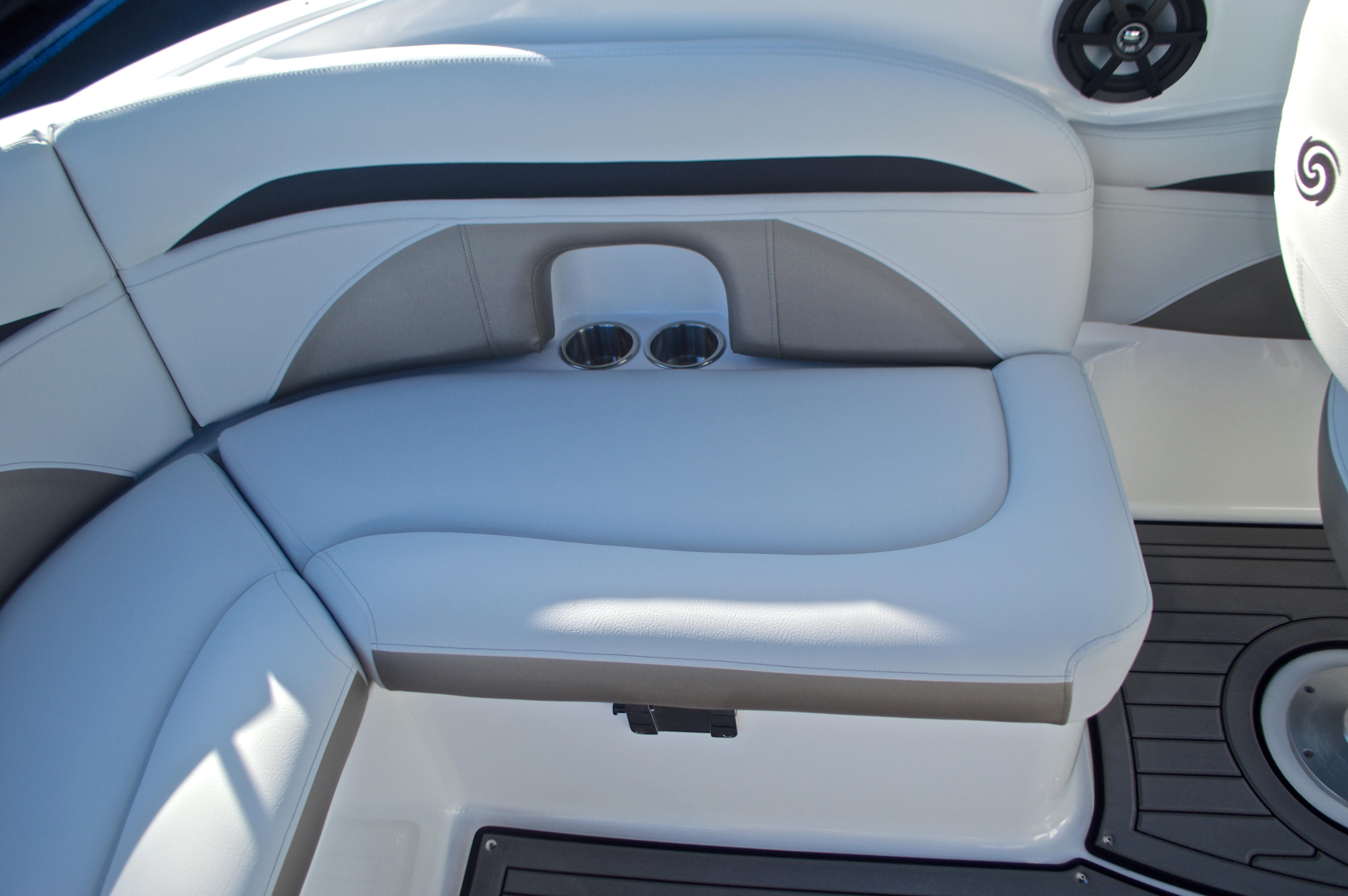 Thumbnail 32 for New 2017 Hurricane SunDeck SD 2400 OB boat for sale in Miami, FL