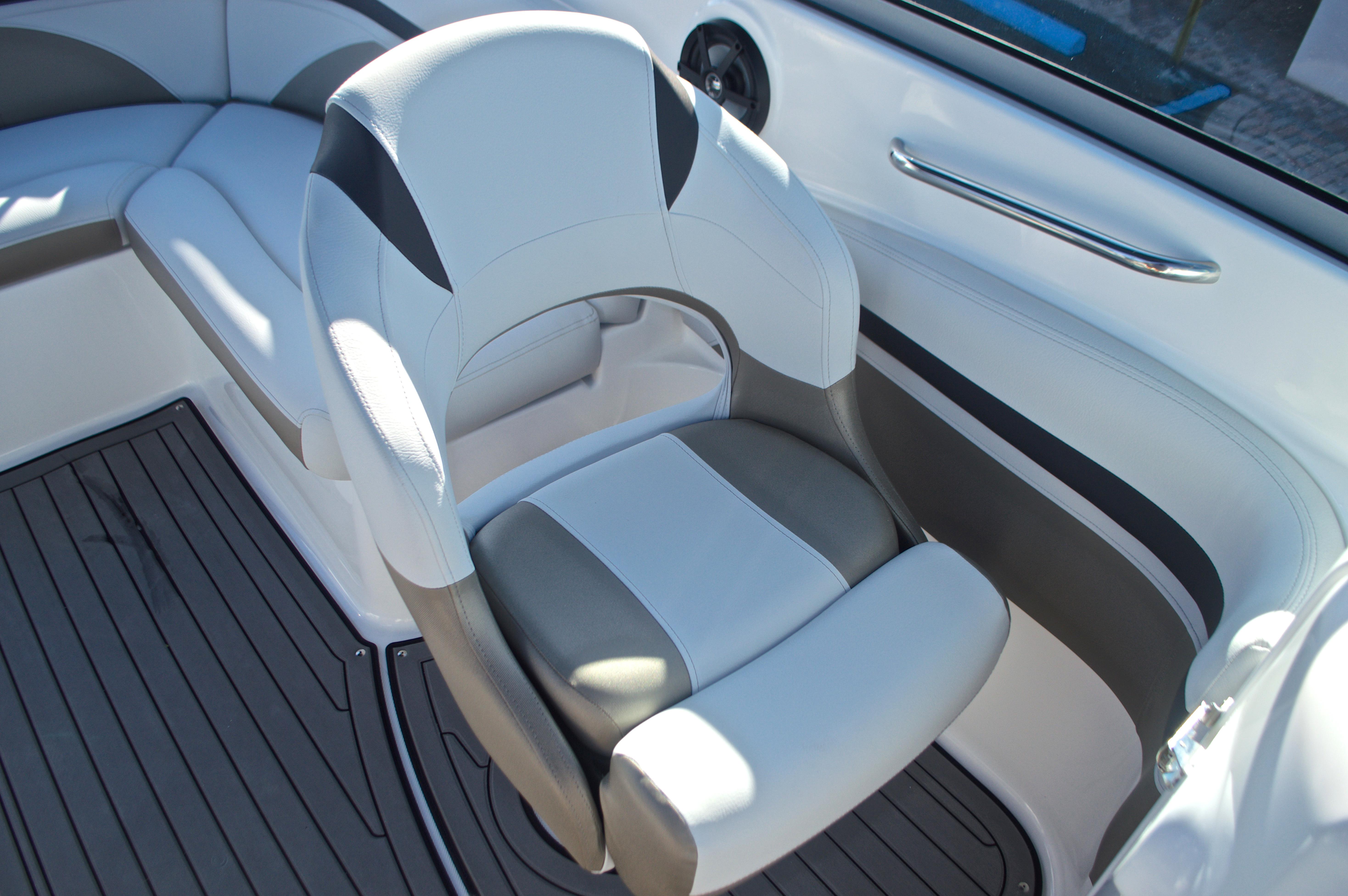 Thumbnail 36 for New 2017 Hurricane SunDeck SD 2400 OB boat for sale in Miami, FL