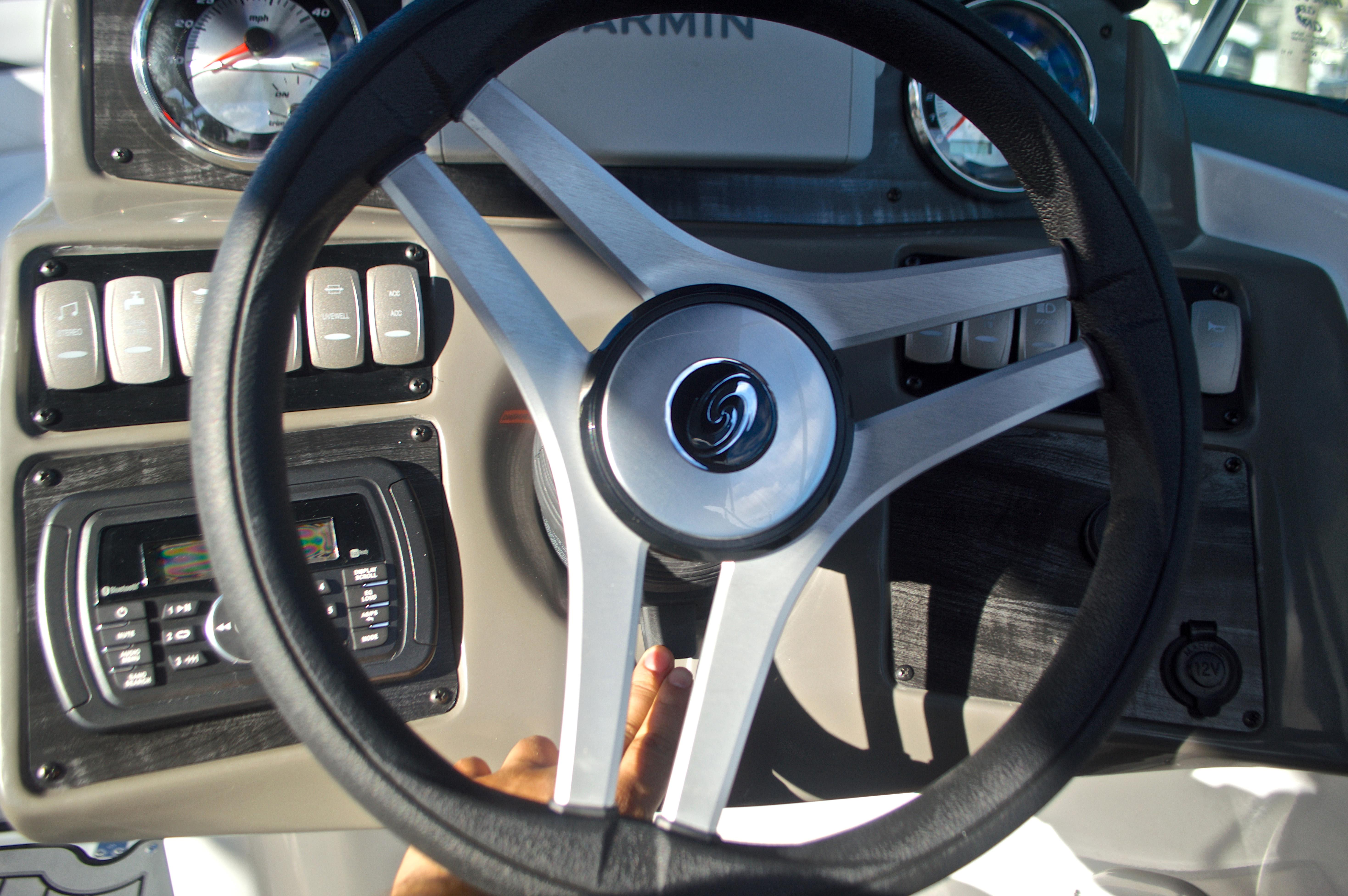 Thumbnail 47 for New 2017 Hurricane SunDeck SD 2400 OB boat for sale in Miami, FL