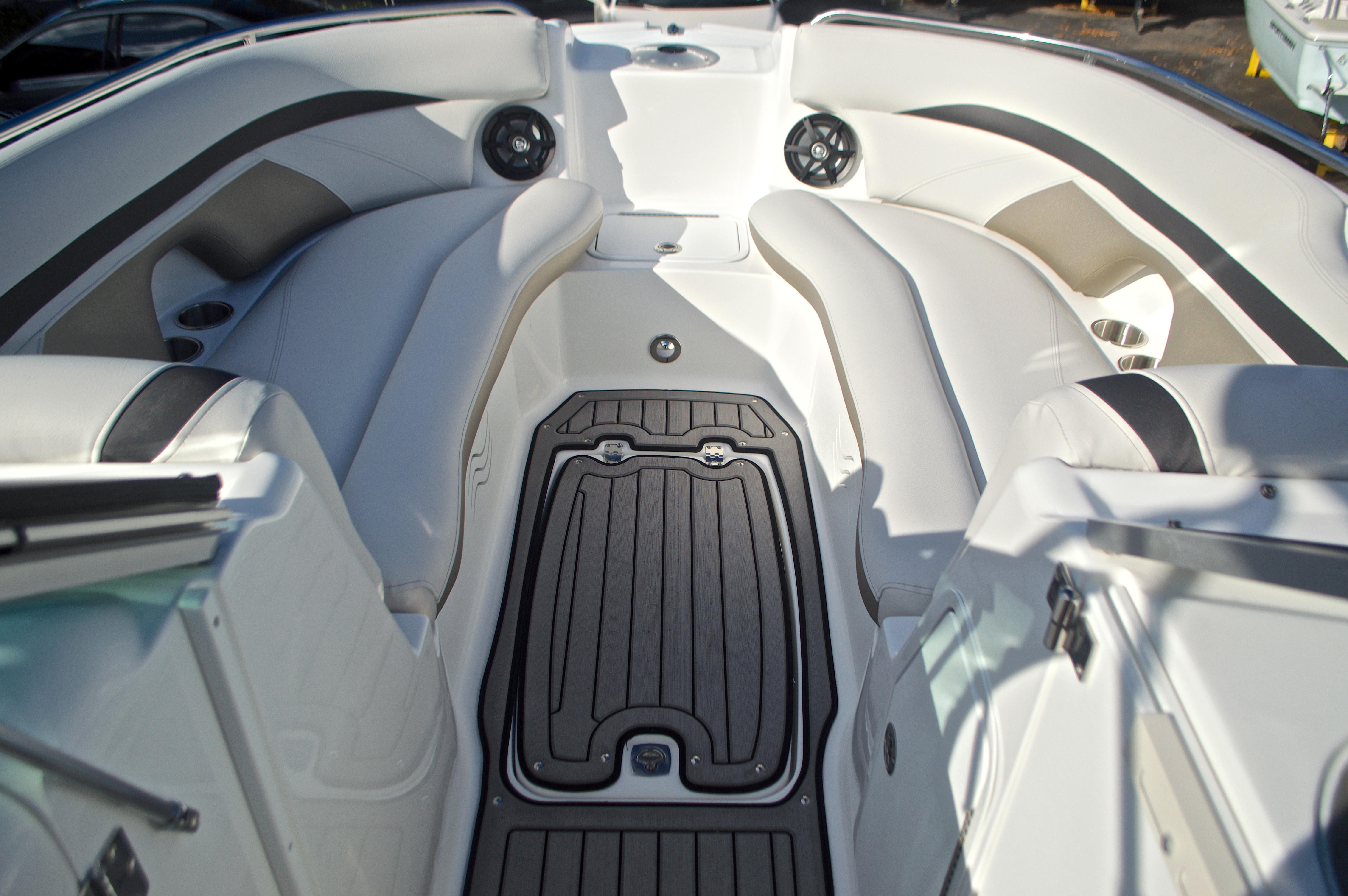 Thumbnail 56 for New 2017 Hurricane SunDeck SD 2400 OB boat for sale in Miami, FL