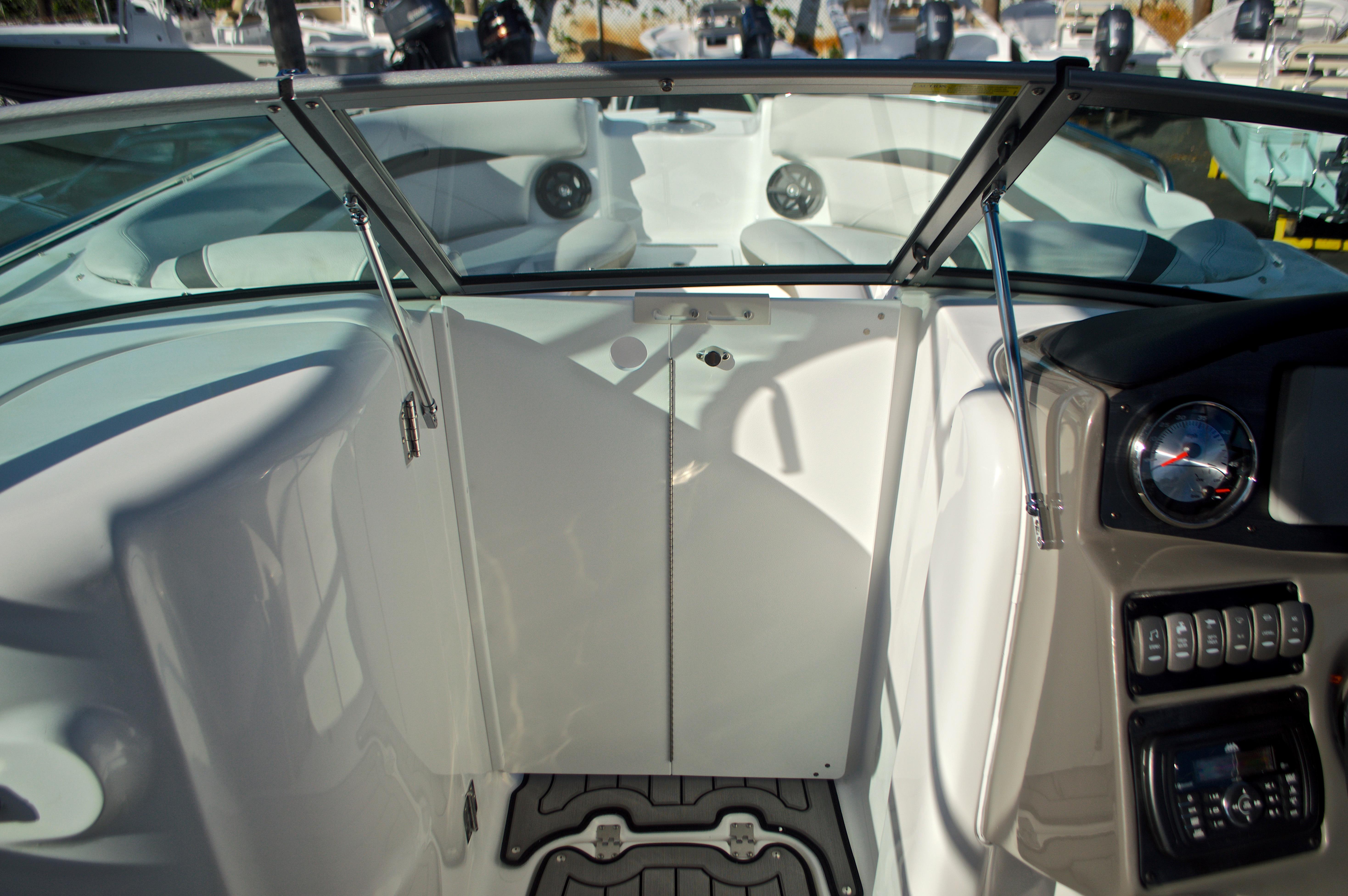 Thumbnail 55 for New 2017 Hurricane SunDeck SD 2400 OB boat for sale in Miami, FL