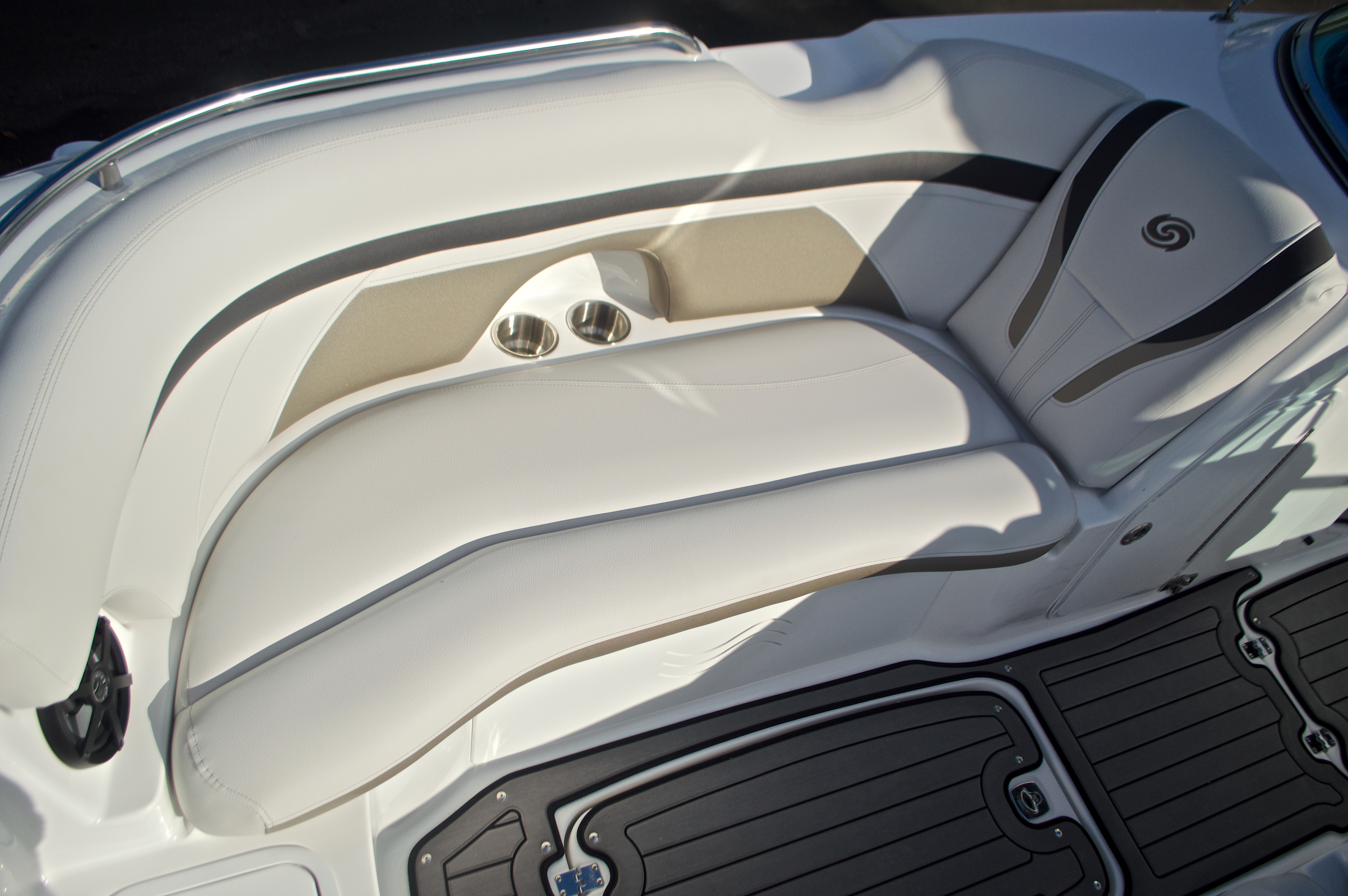 Thumbnail 60 for New 2017 Hurricane SunDeck SD 2400 OB boat for sale in Miami, FL