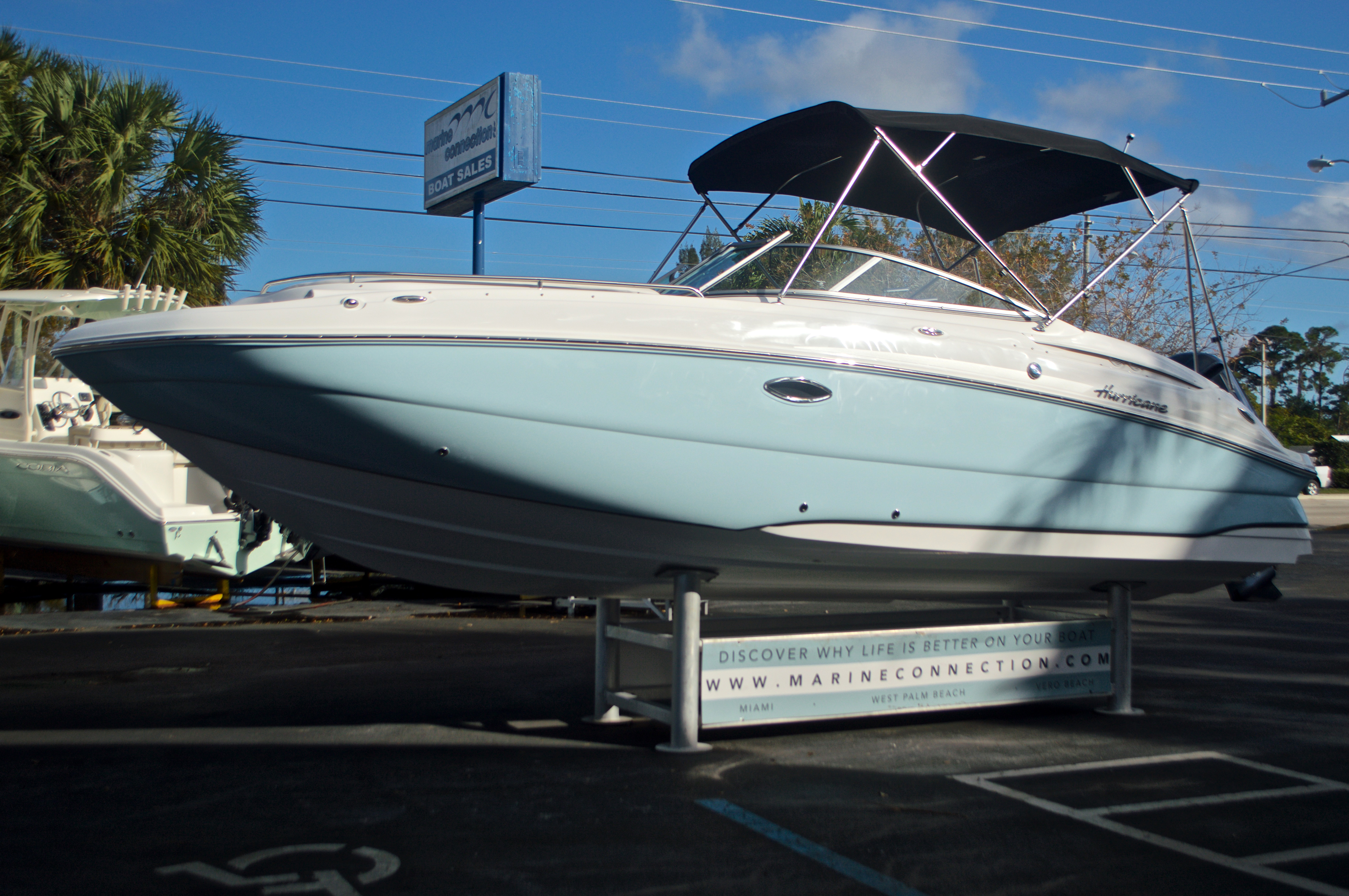 Thumbnail 3 for New 2017 Hurricane SunDeck SD 2400 OB boat for sale in Miami, FL
