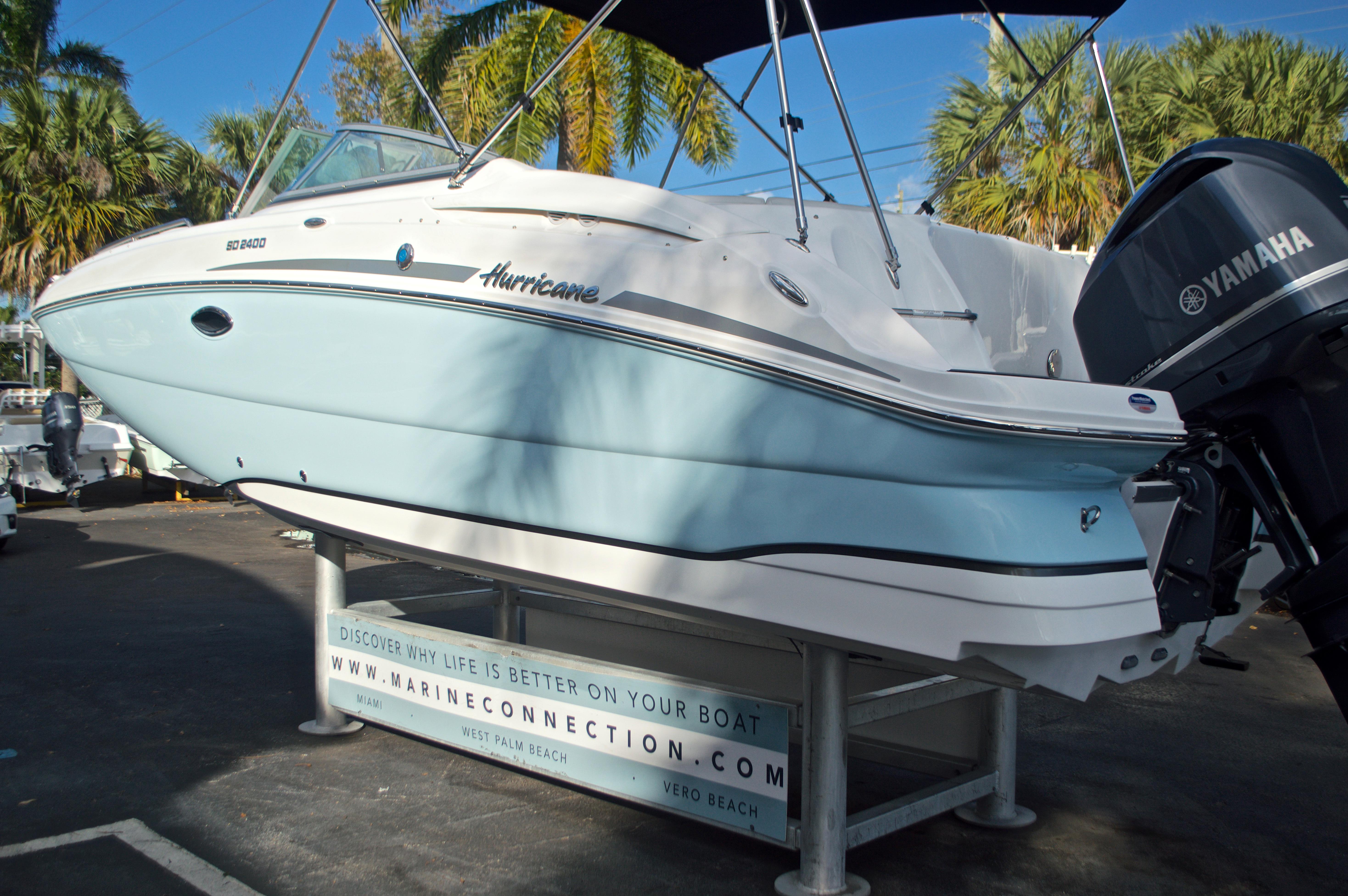 Thumbnail 6 for New 2017 Hurricane SunDeck SD 2400 OB boat for sale in Miami, FL
