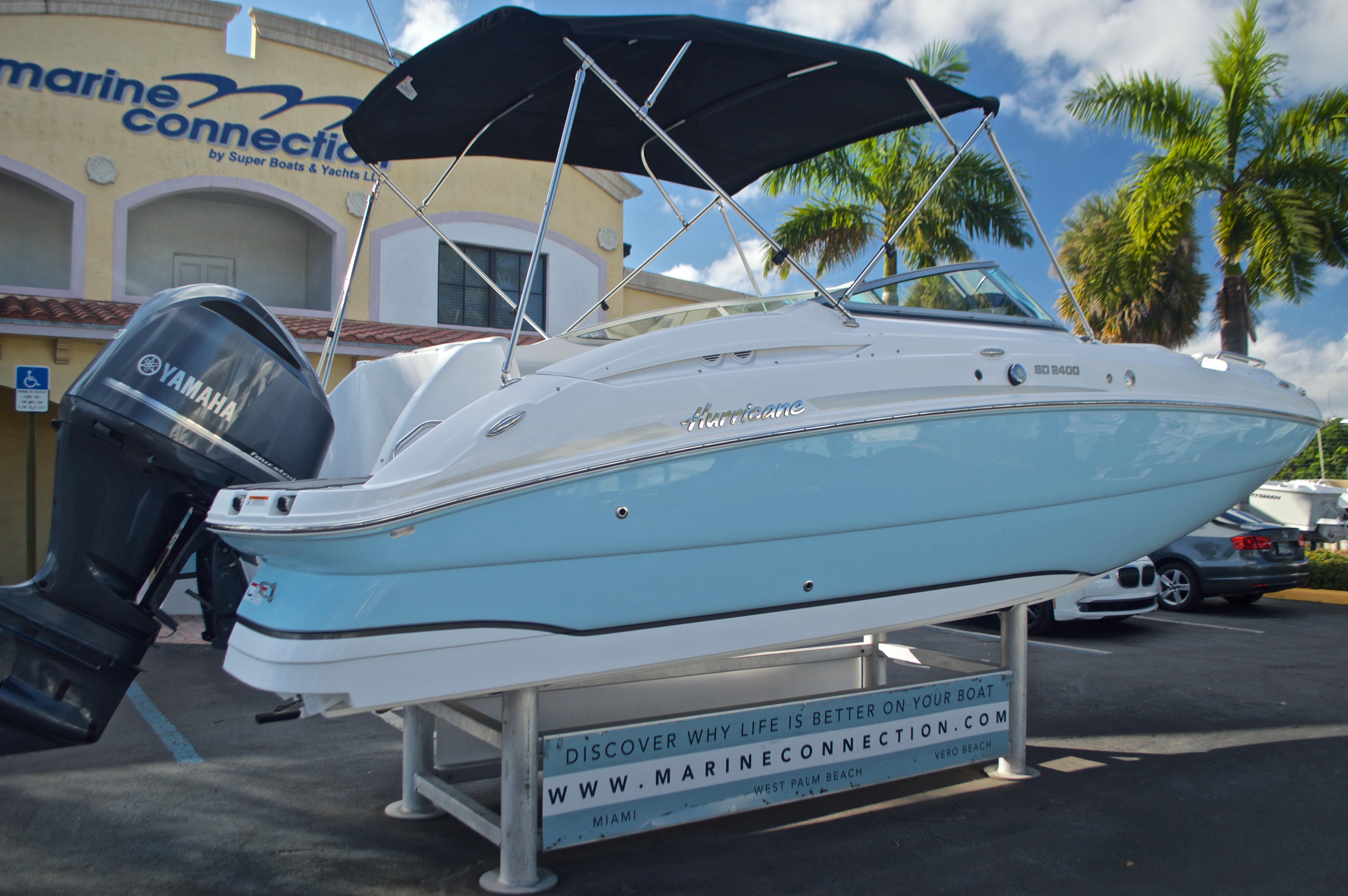 Thumbnail 9 for New 2017 Hurricane SunDeck SD 2400 OB boat for sale in Miami, FL