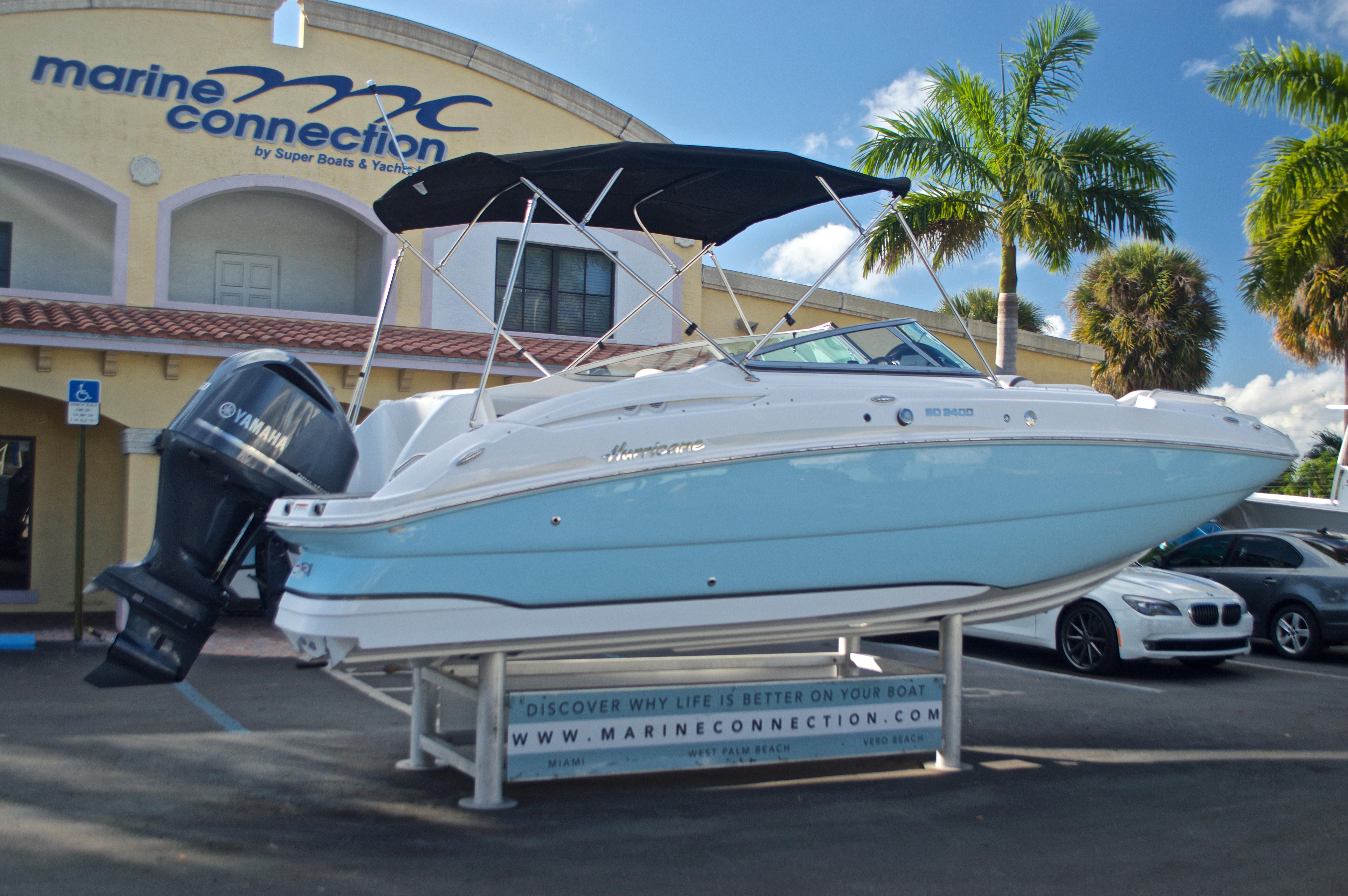 Thumbnail 8 for New 2017 Hurricane SunDeck SD 2400 OB boat for sale in Miami, FL