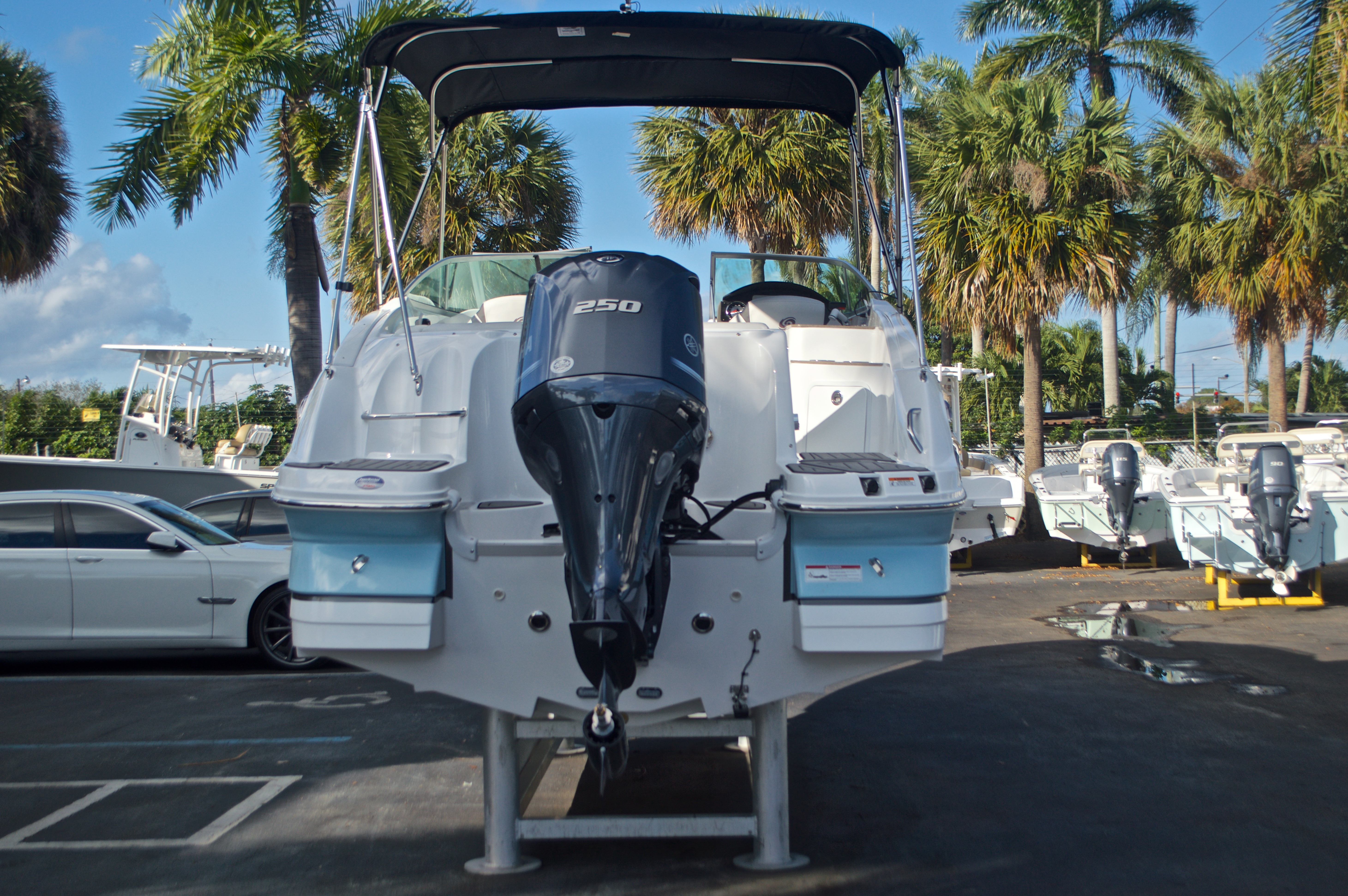 Thumbnail 7 for New 2017 Hurricane SunDeck SD 2400 OB boat for sale in Miami, FL