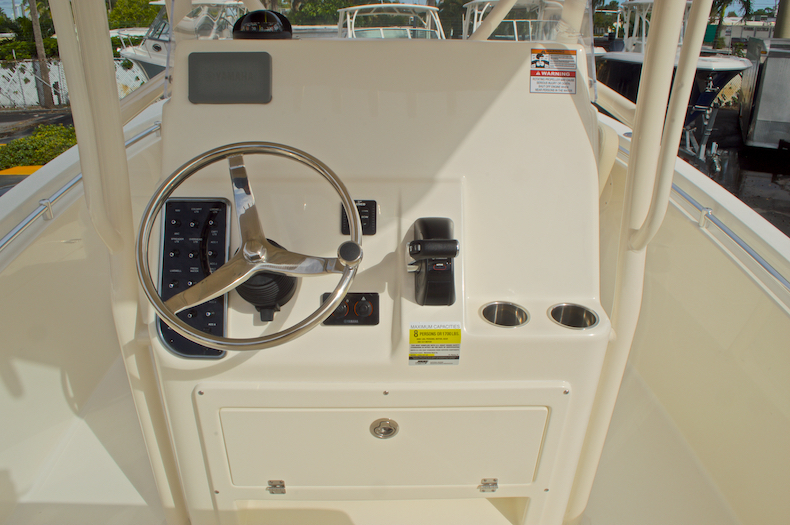 Thumbnail 33 for New 2017 Cobia 237 Center Console boat for sale in Miami, FL