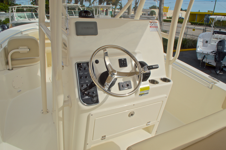 Thumbnail 32 for New 2017 Cobia 237 Center Console boat for sale in Miami, FL