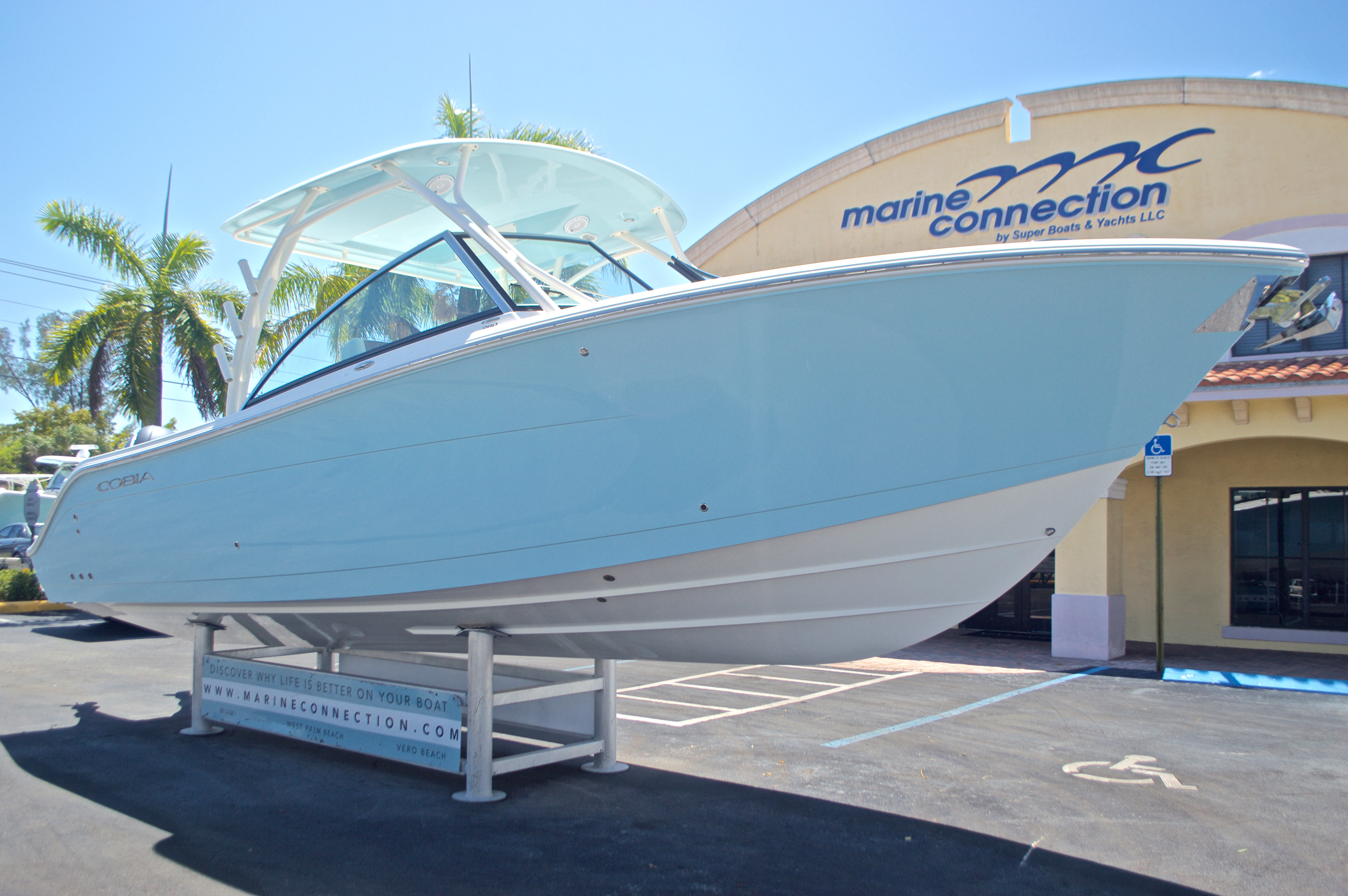 Thumbnail 37 for New 2017 Cobia 280 DC Dual Console boat for sale in West Palm Beach, FL