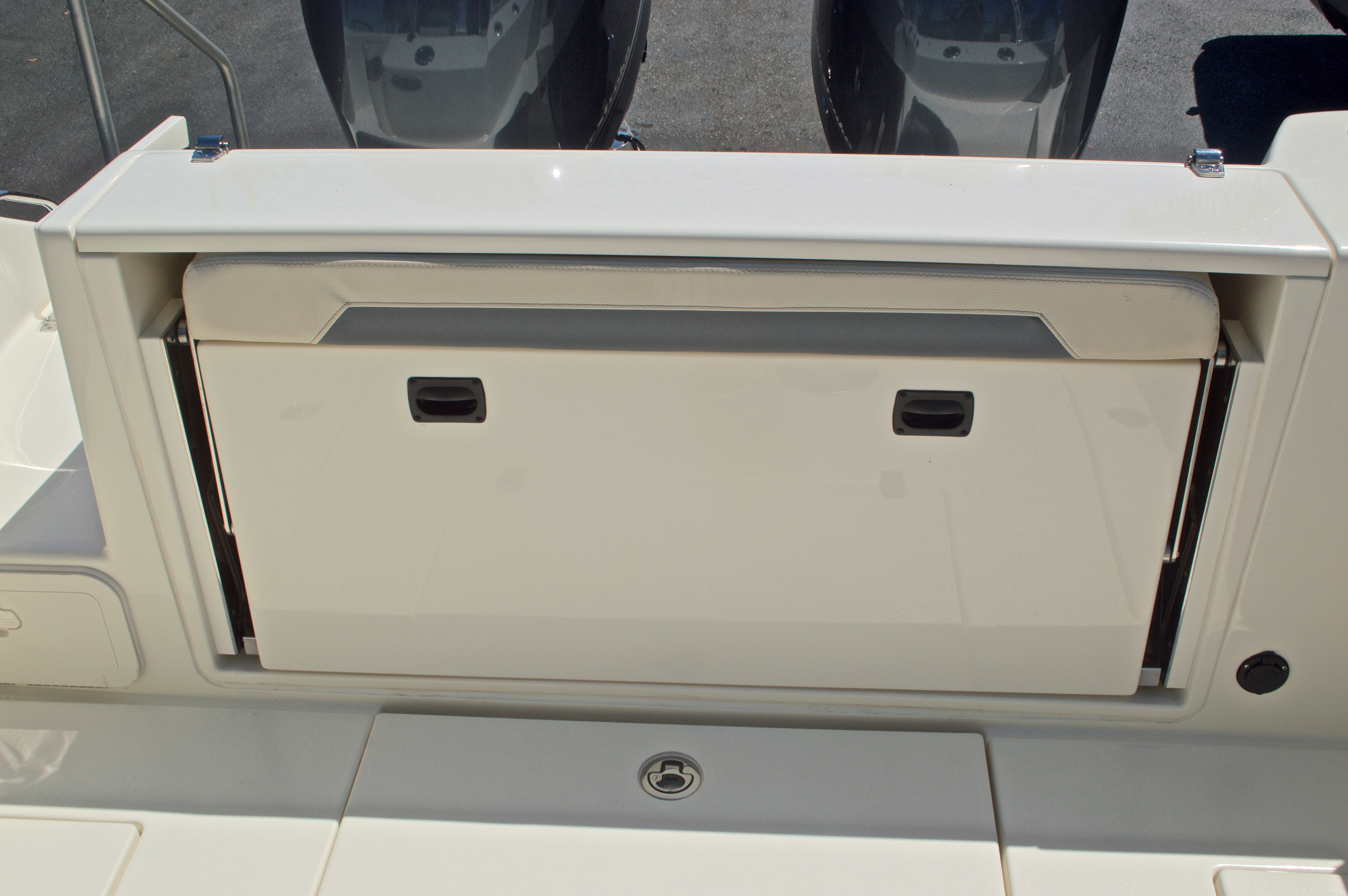 Thumbnail 53 for New 2017 Cobia 280 DC Dual Console boat for sale in West Palm Beach, FL