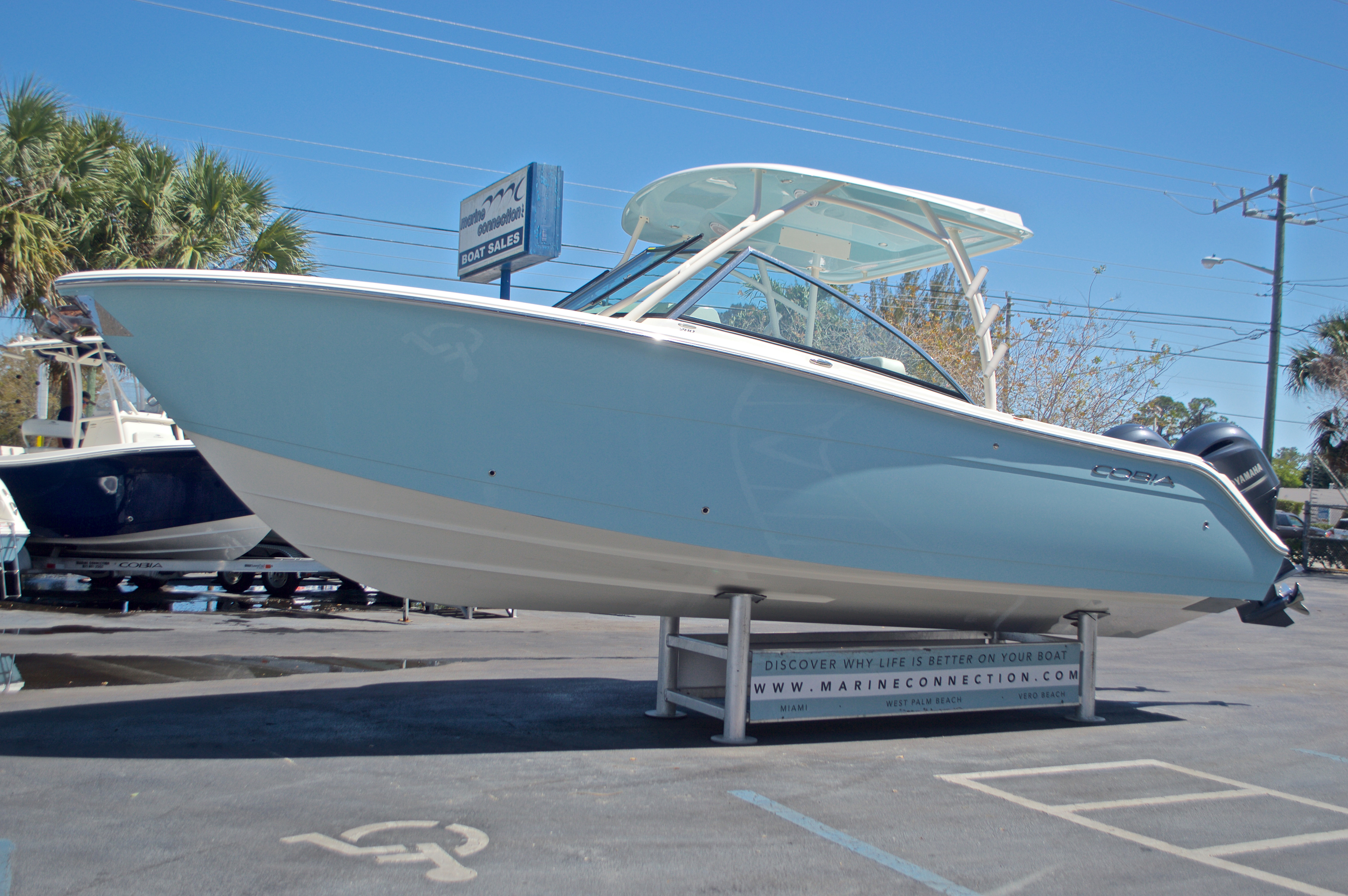 Thumbnail 41 for New 2017 Cobia 280 DC Dual Console boat for sale in West Palm Beach, FL