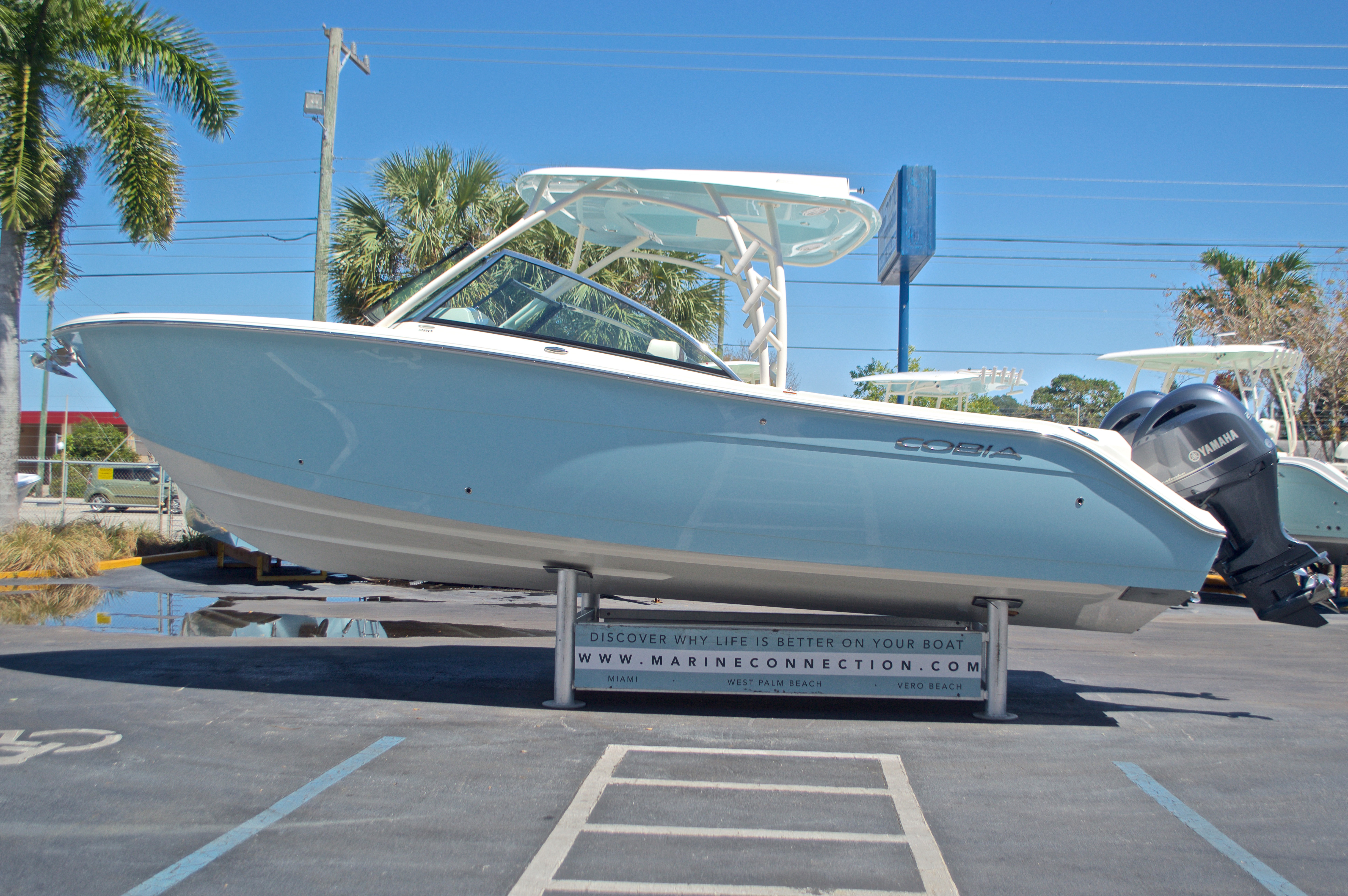 Thumbnail 42 for New 2017 Cobia 280 DC Dual Console boat for sale in West Palm Beach, FL