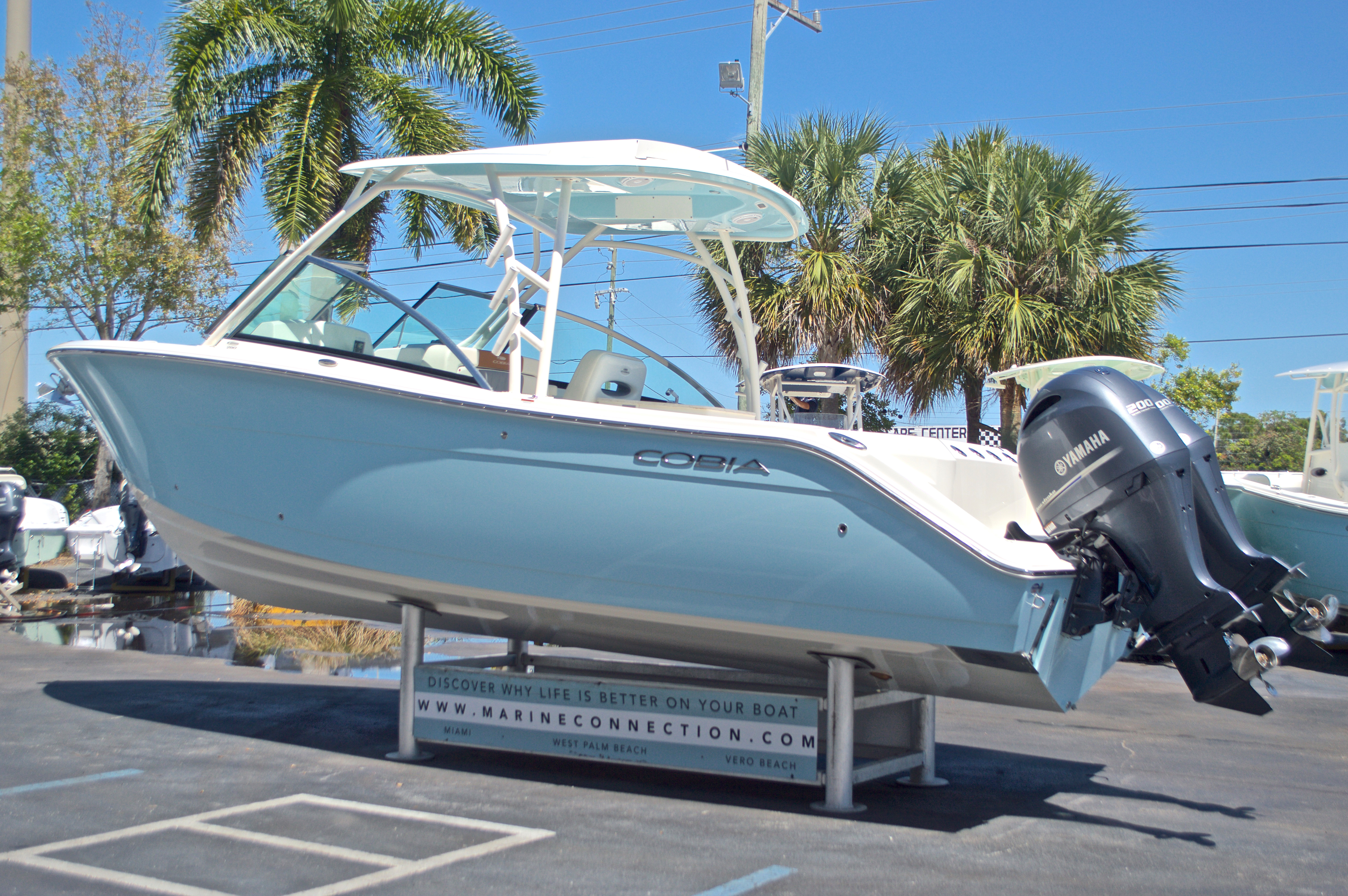 Thumbnail 43 for New 2017 Cobia 280 DC Dual Console boat for sale in West Palm Beach, FL