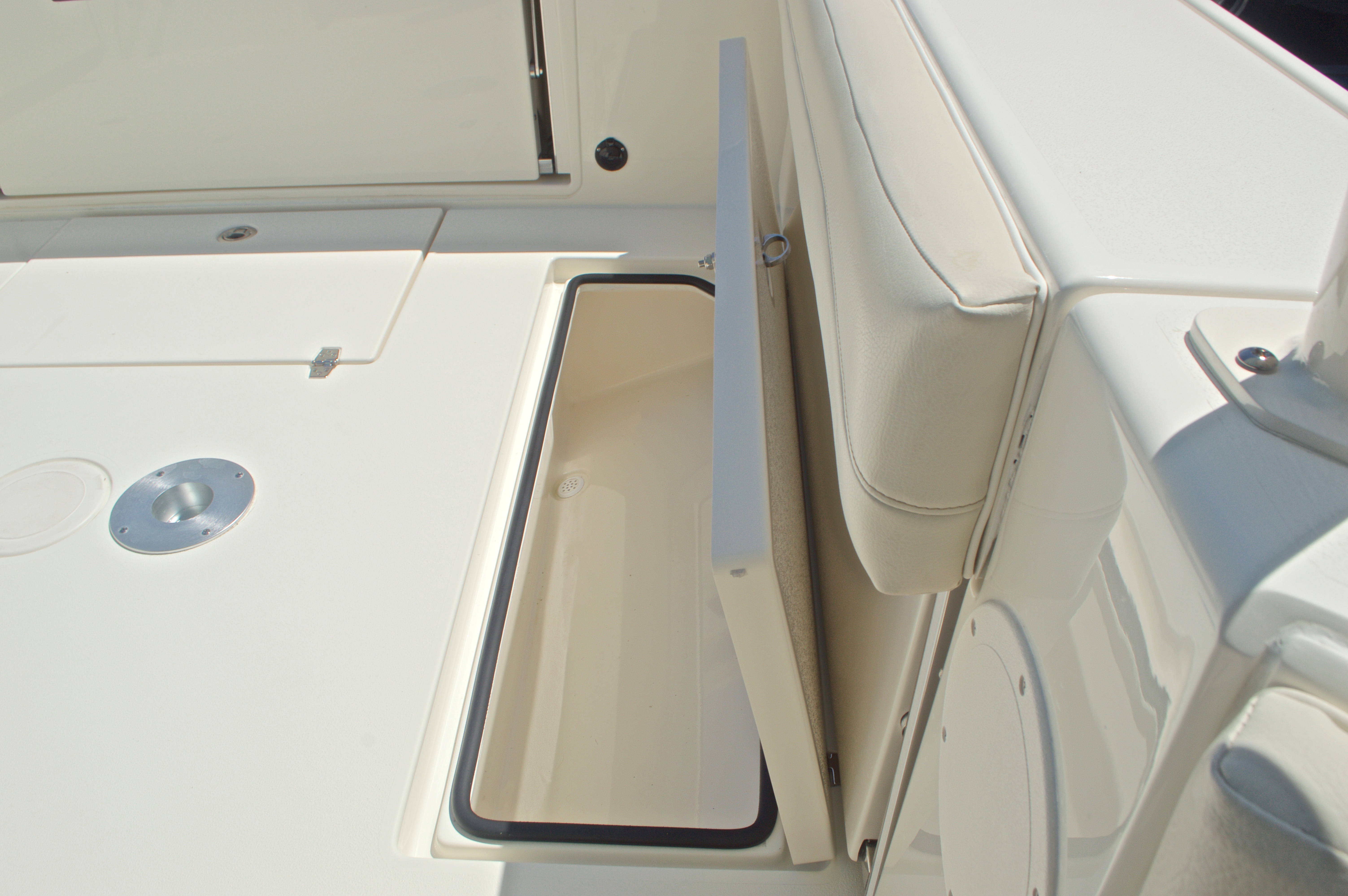 Thumbnail 73 for New 2017 Cobia 280 DC Dual Console boat for sale in West Palm Beach, FL