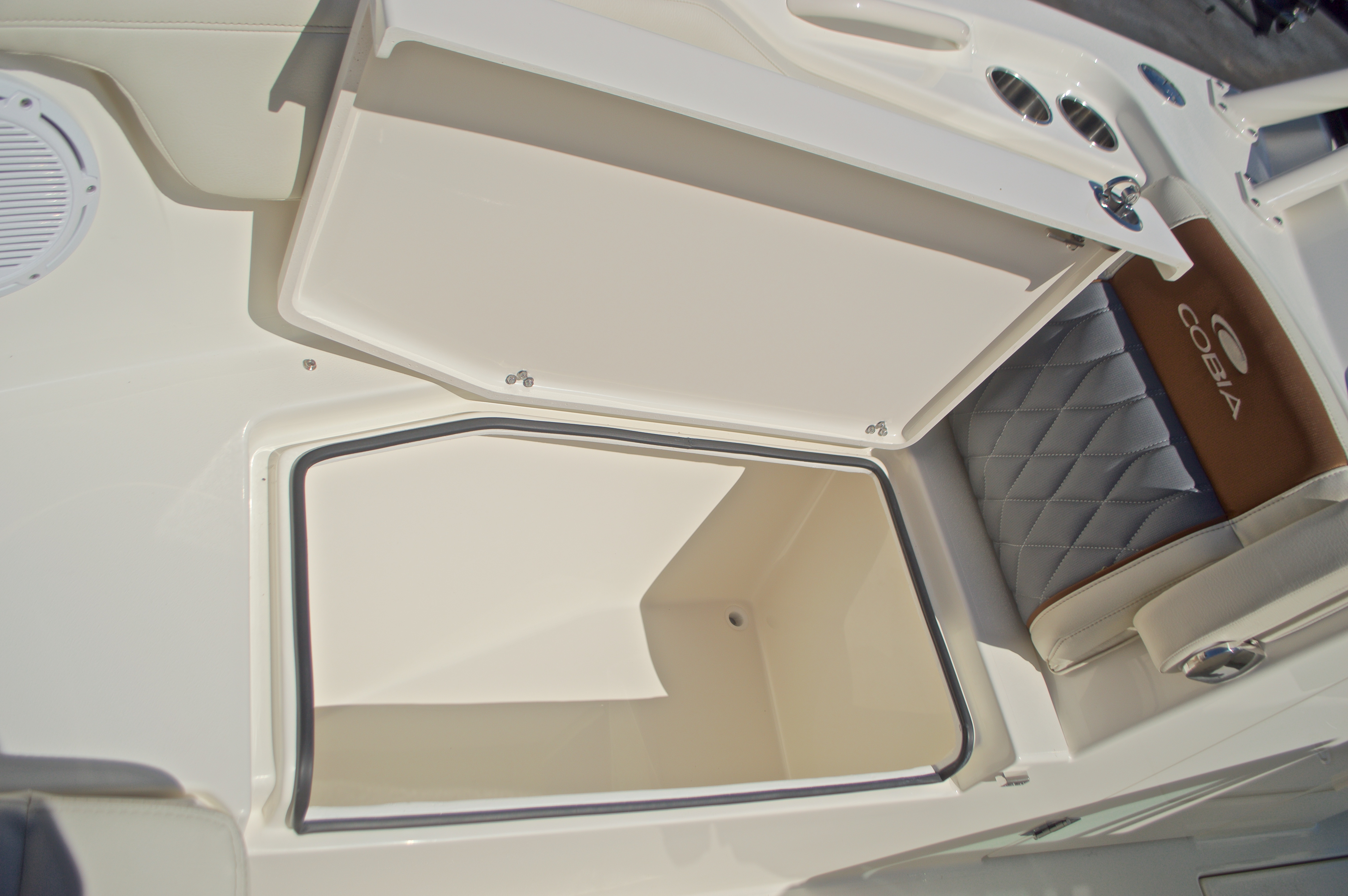 Thumbnail 125 for New 2017 Cobia 280 DC Dual Console boat for sale in West Palm Beach, FL