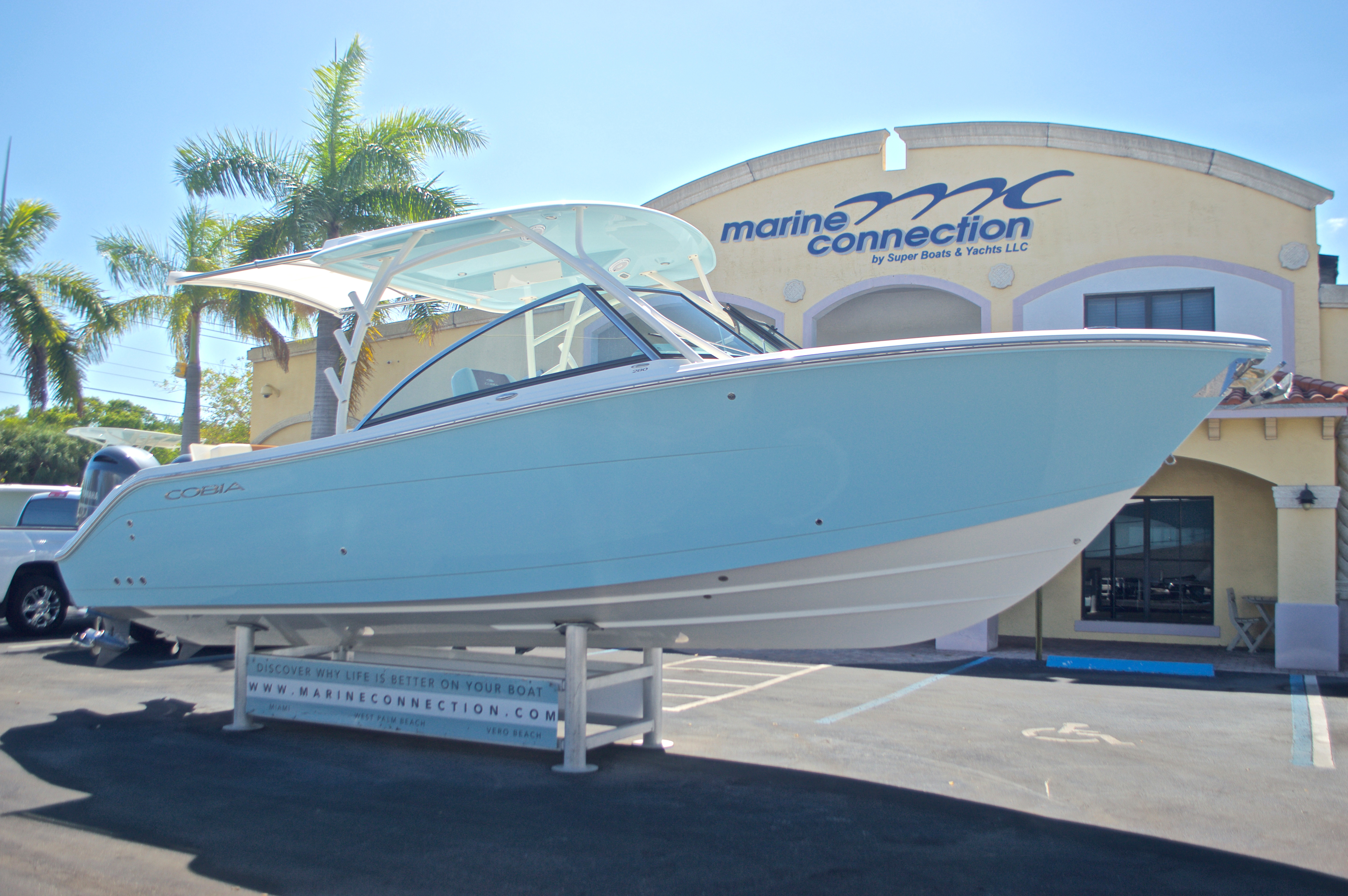 Thumbnail 27 for New 2017 Cobia 280 DC Dual Console boat for sale in West Palm Beach, FL