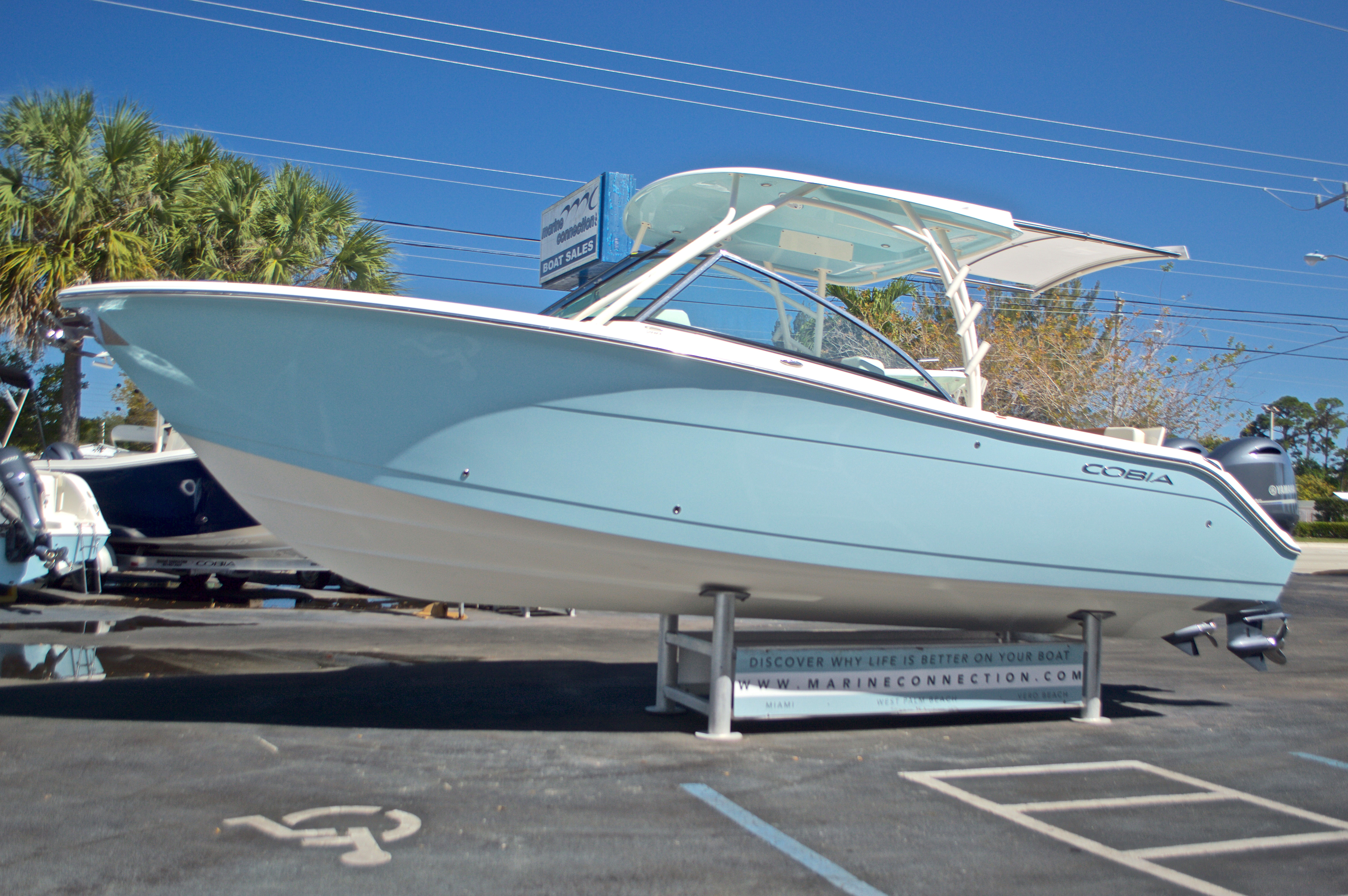 Thumbnail 29 for New 2017 Cobia 280 DC Dual Console boat for sale in West Palm Beach, FL