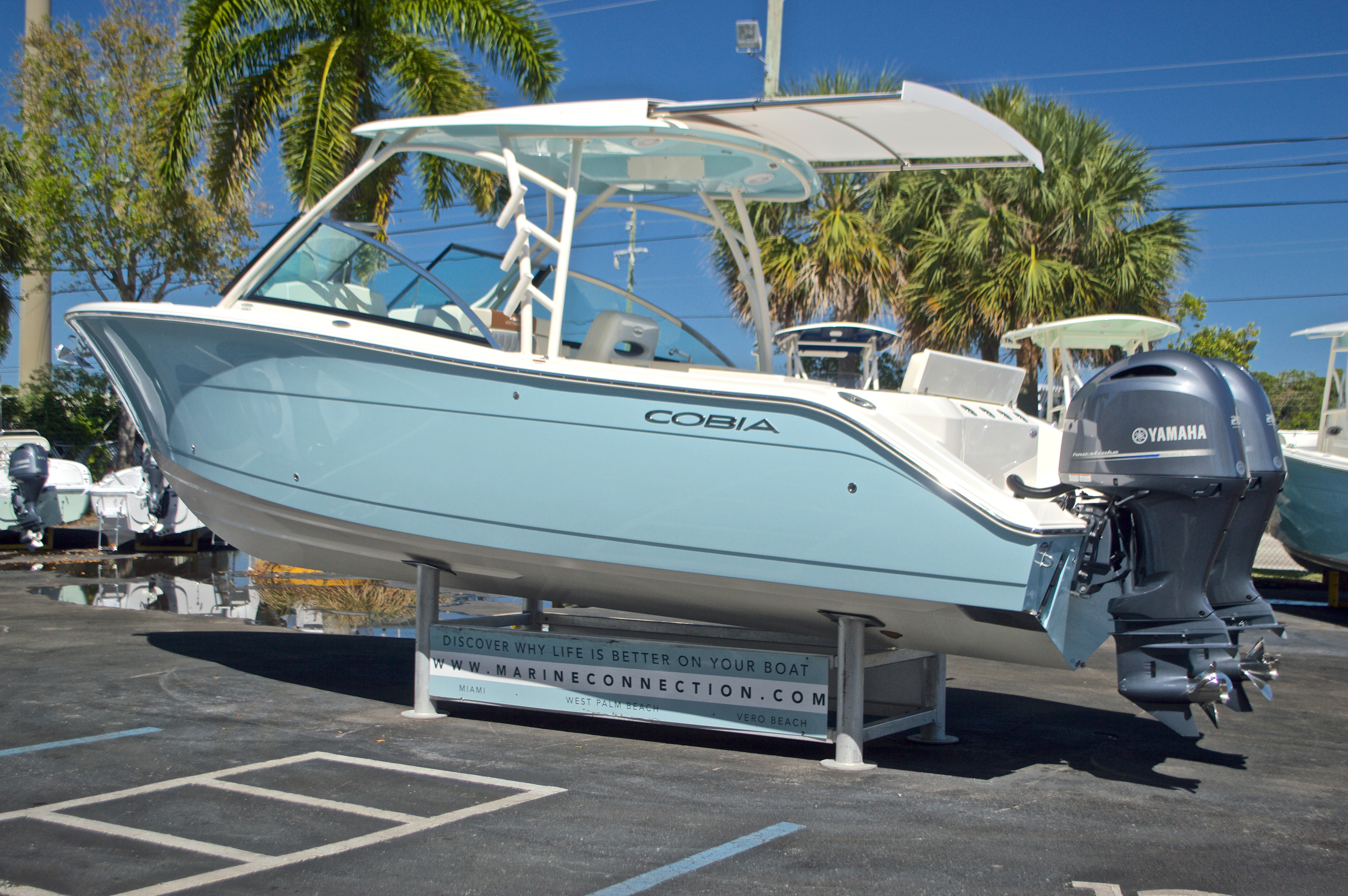 Thumbnail 31 for New 2017 Cobia 280 DC Dual Console boat for sale in West Palm Beach, FL