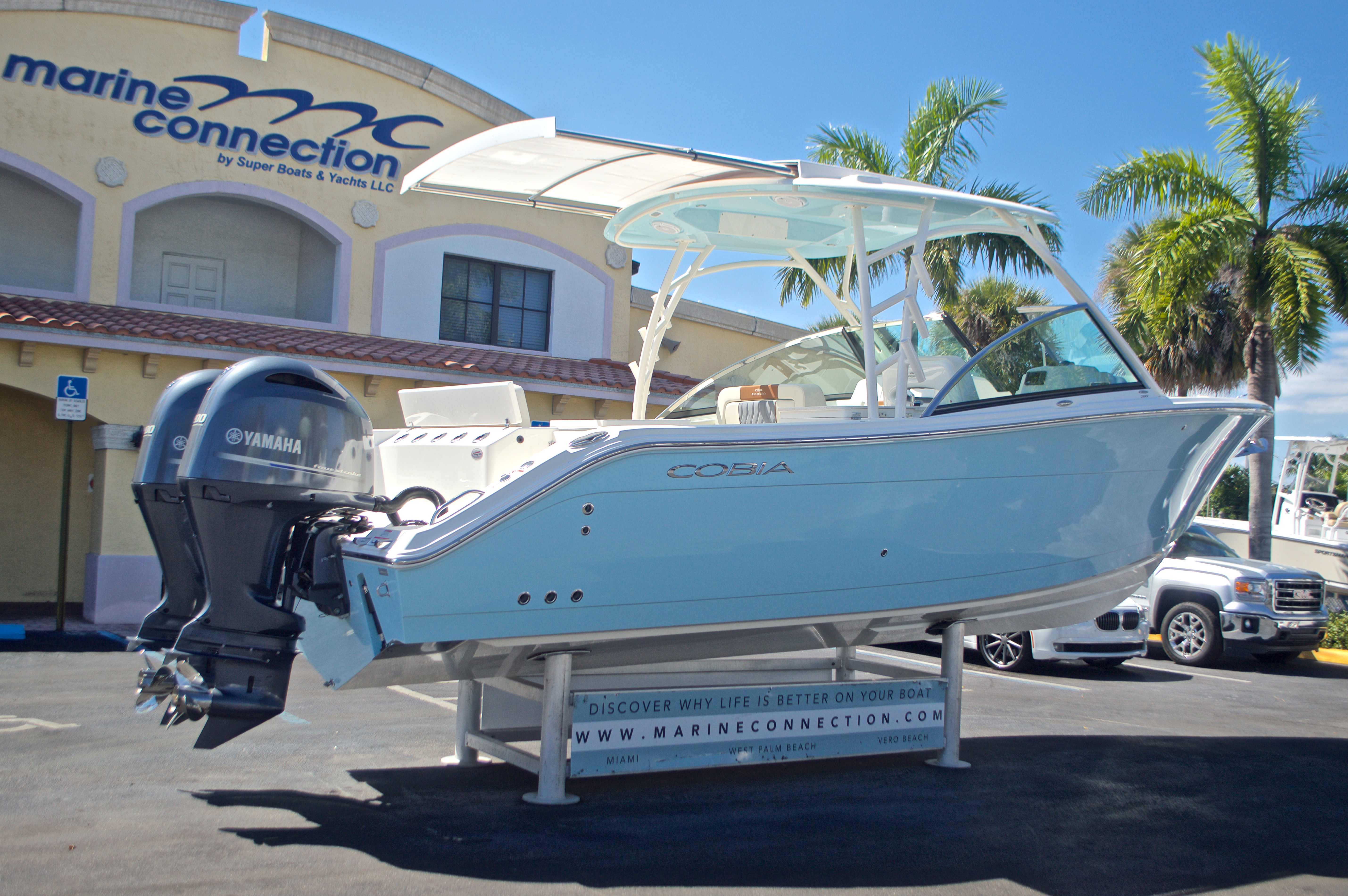 Thumbnail 33 for New 2017 Cobia 280 DC Dual Console boat for sale in West Palm Beach, FL