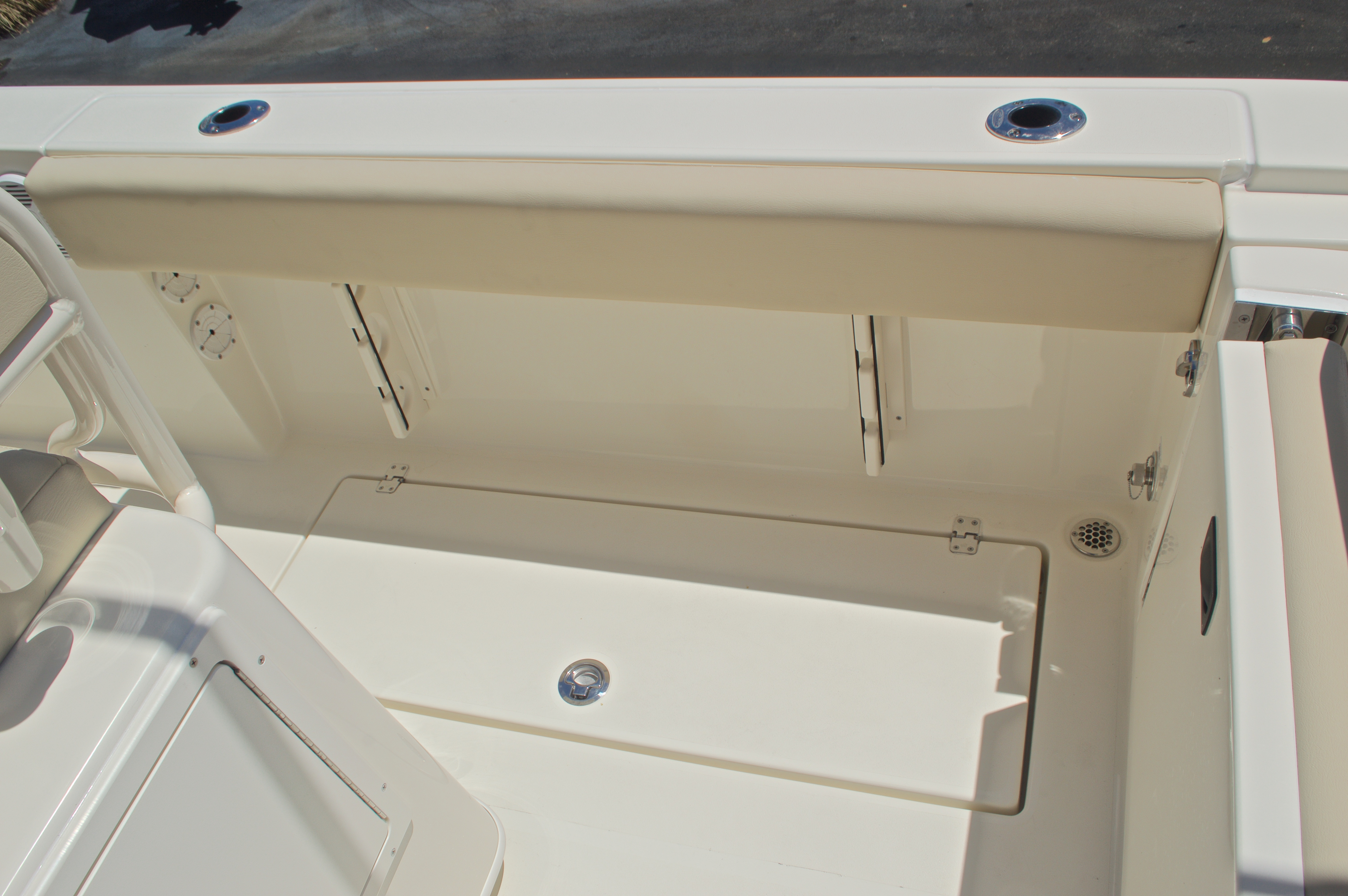 Thumbnail 18 for New 2017 Cobia 237 Center Console boat for sale in West Palm Beach, FL