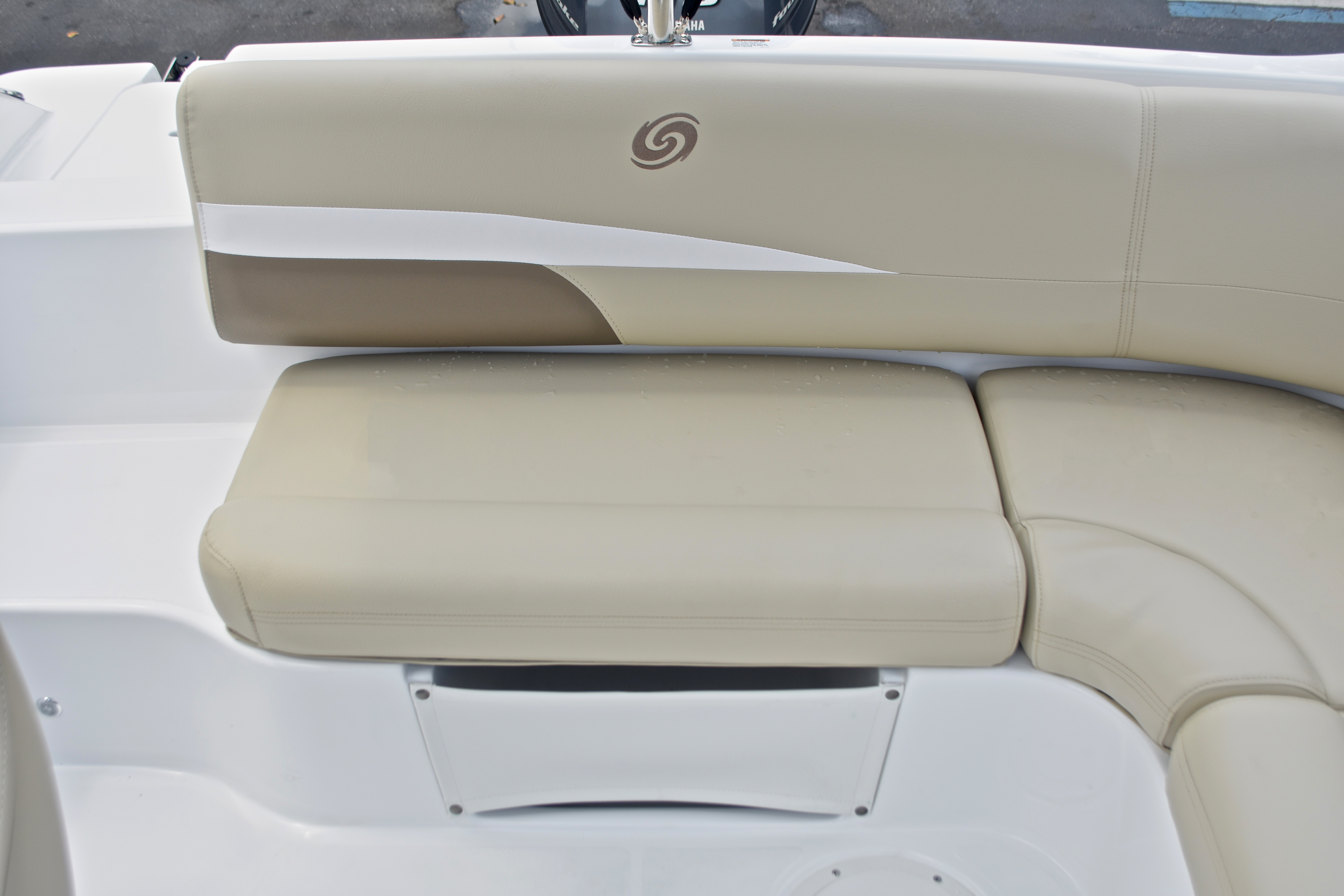 Thumbnail 15 for New 2017 Hurricane SunDeck Sport SS 188 OB boat for sale in West Palm Beach, FL